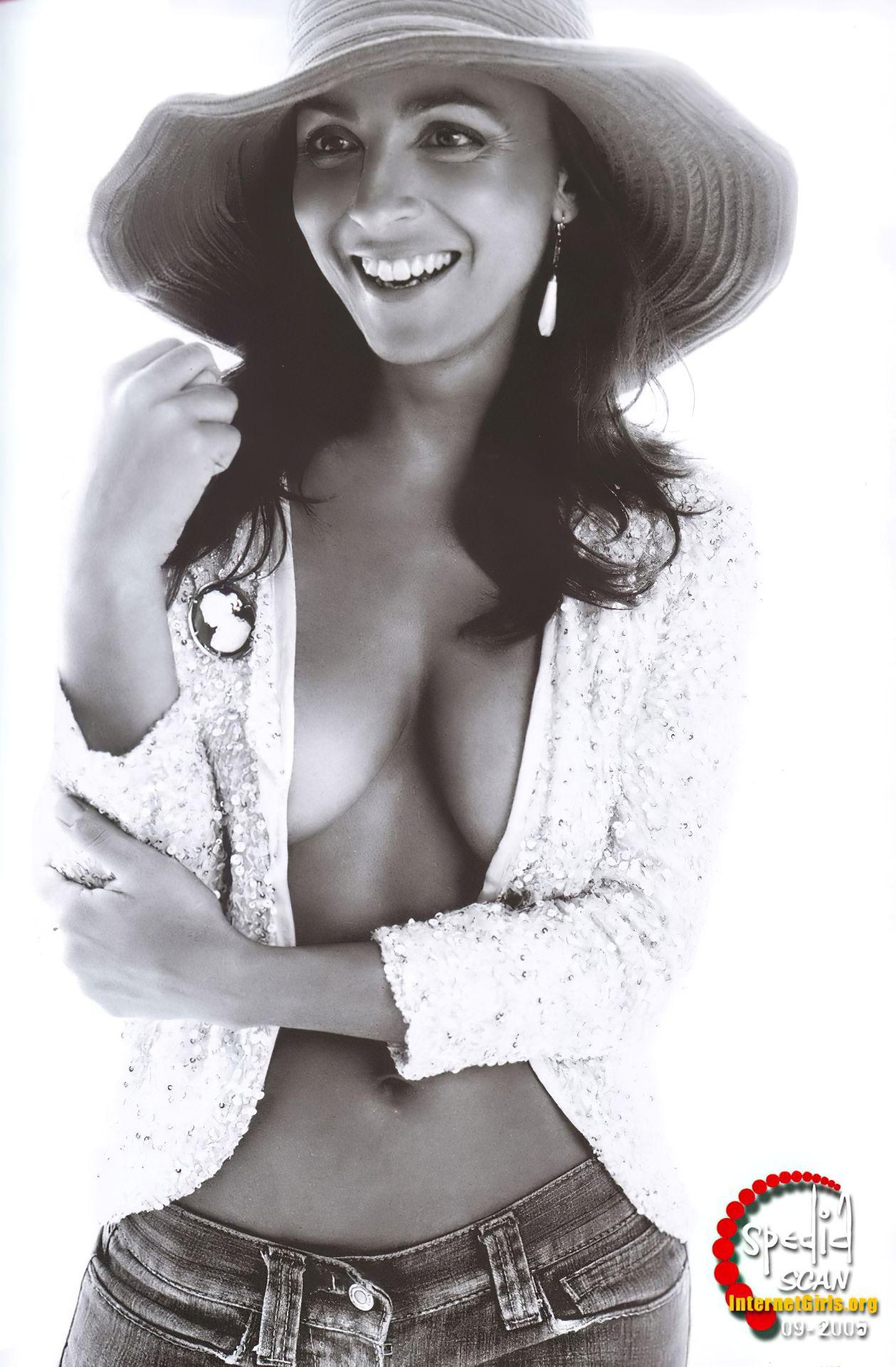 Camila Raznovich Nude & Sexy 0013