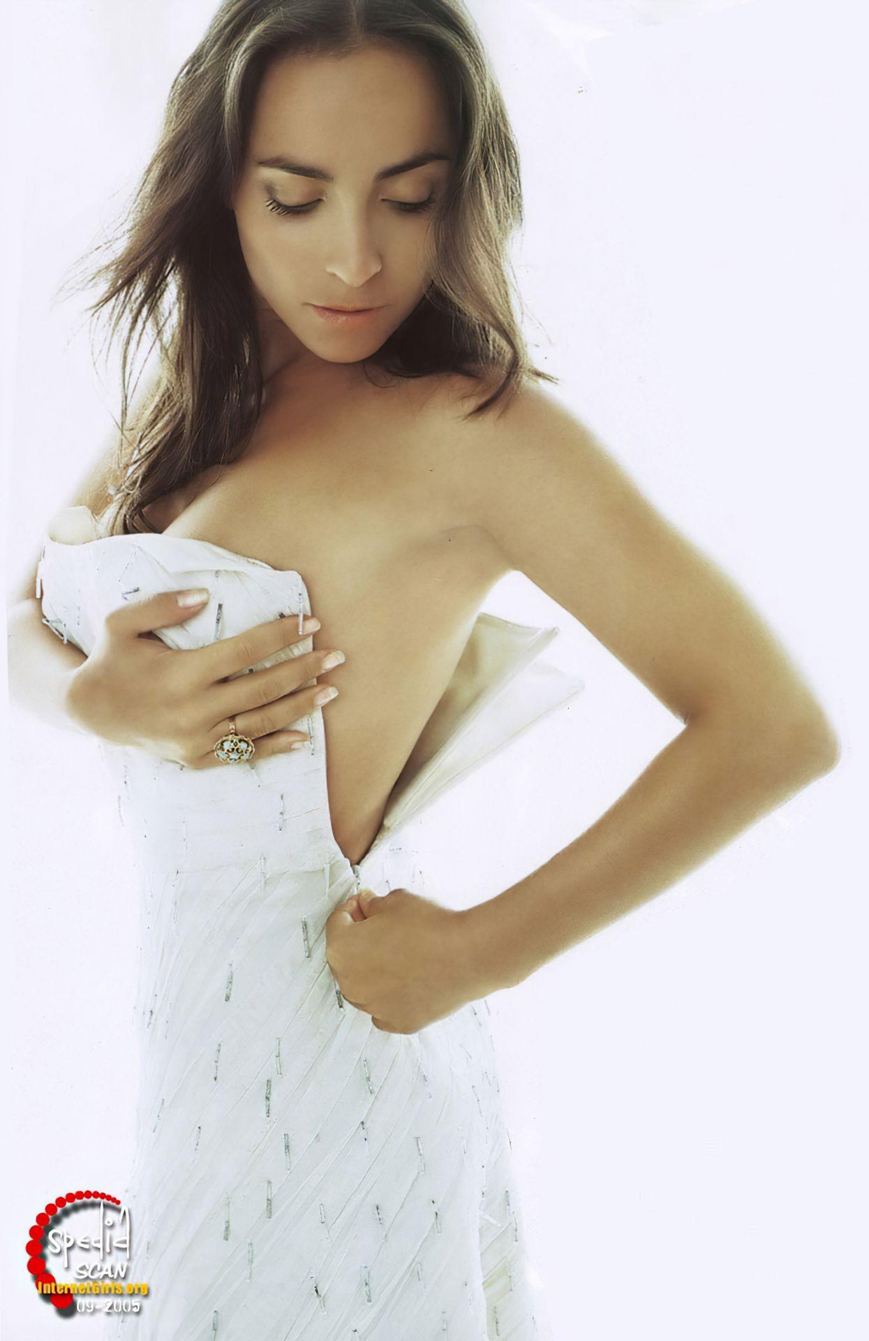 Camila Raznovich Nude & Sexy 0034