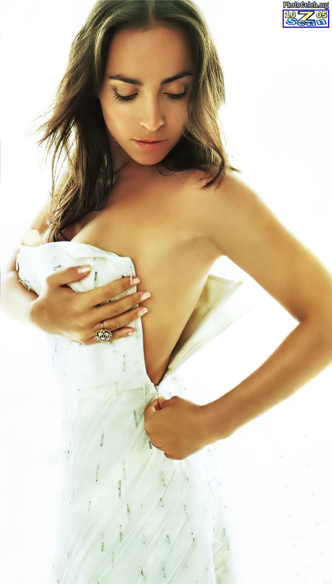 Camila Raznovich Nude & Sexy 0035