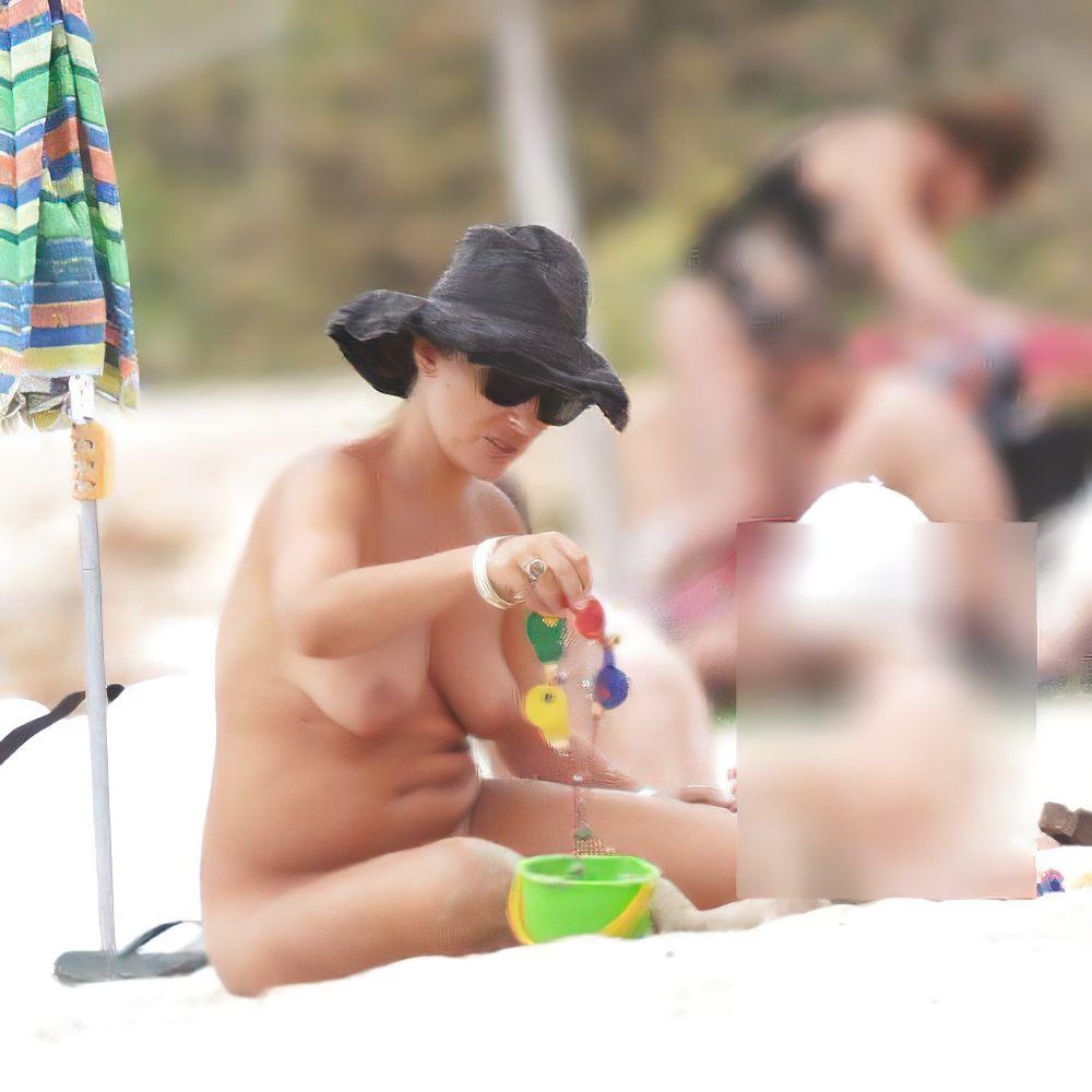 Camila Raznovich Nude & Sexy 0051