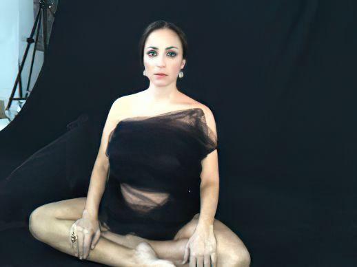 Camila Raznovich Nude & Sexy 0062