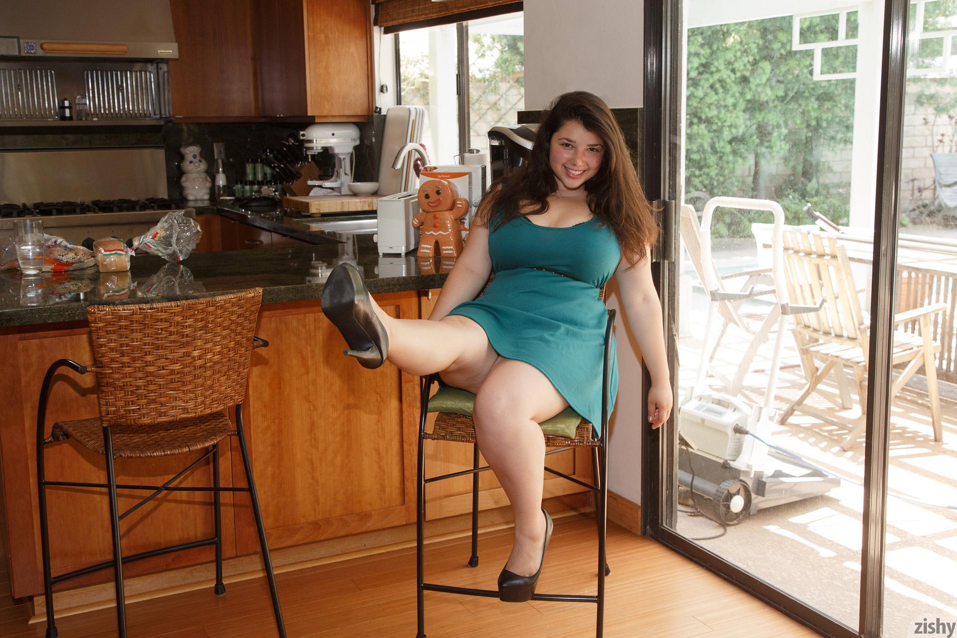 Carolina Munoz Hearts A Full Zishy (24)