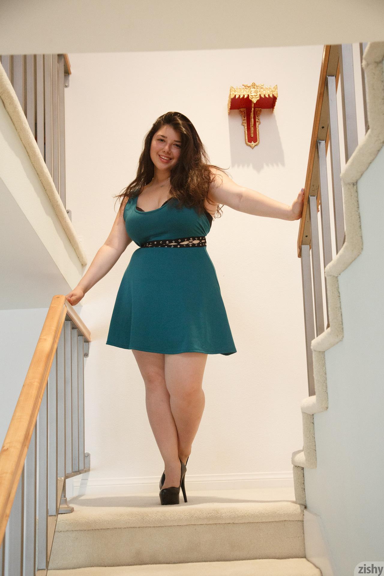 Carolina Munoz Hearts A Full Zishy (9)