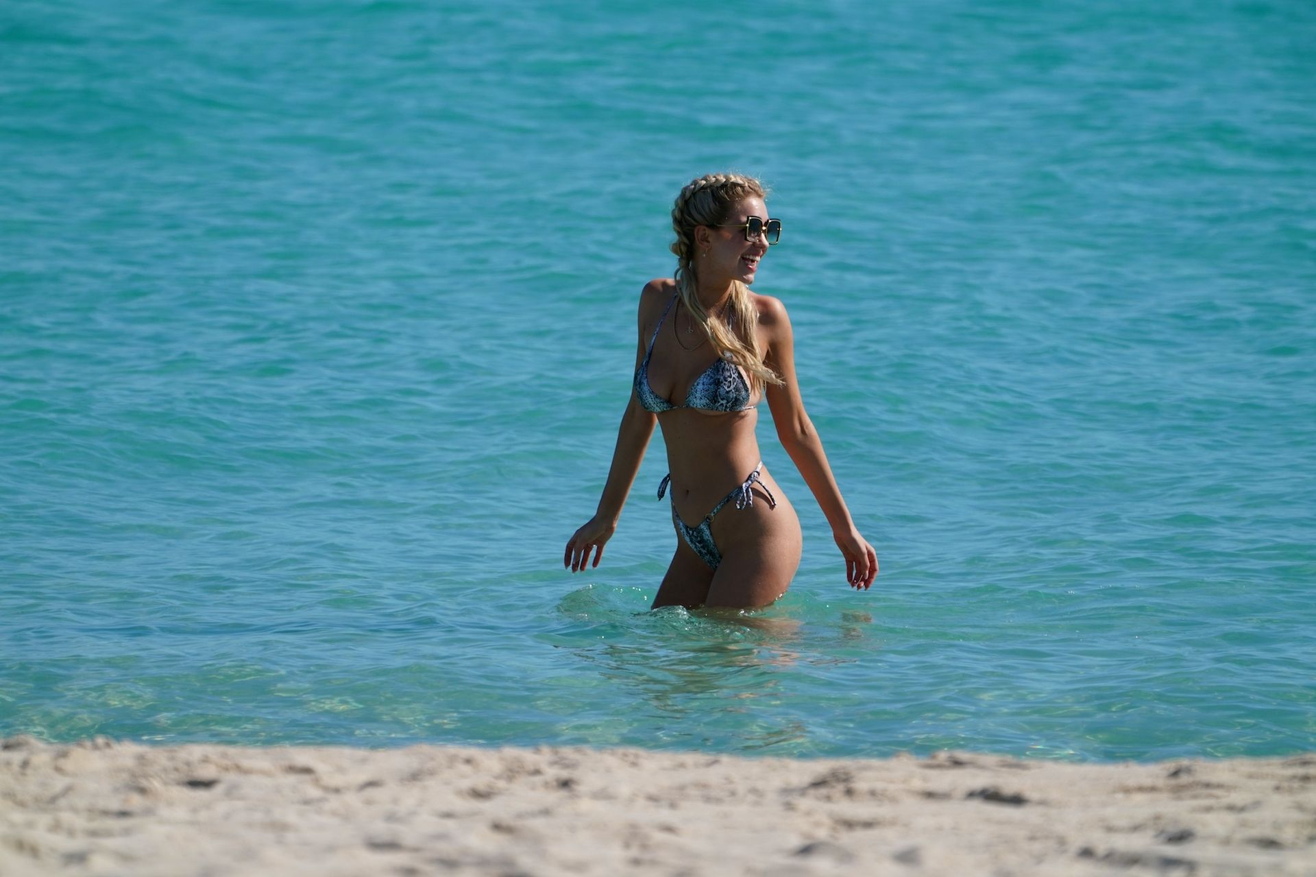 Chealse Sophia Howell Shows A Thong Bikini At The Beach In Miami 0005
