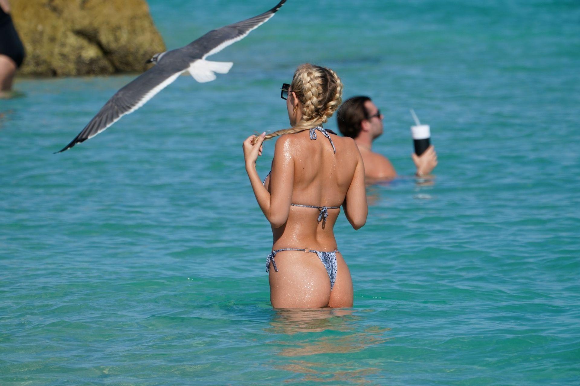 Chealse Sophia Howell Shows A Thong Bikini At The Beach In Miami 0017