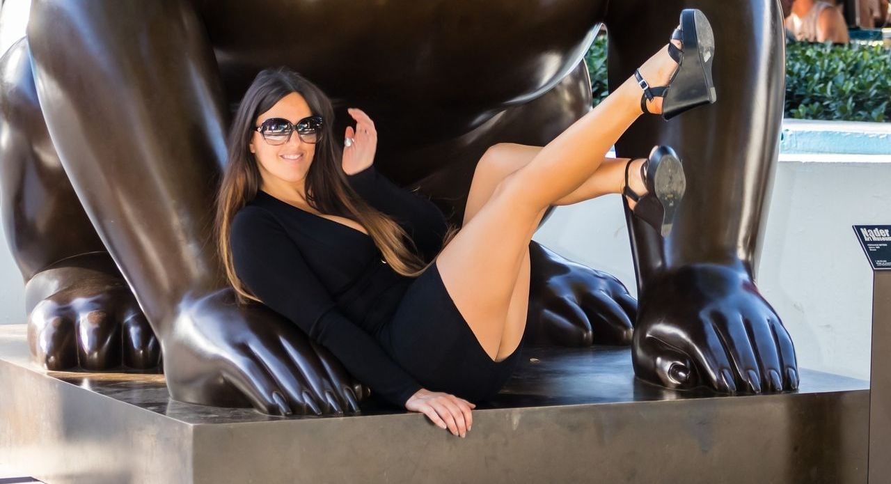 Claudia Romani Shows Cleavage In A Little Black Dress 0001000000000000000000000