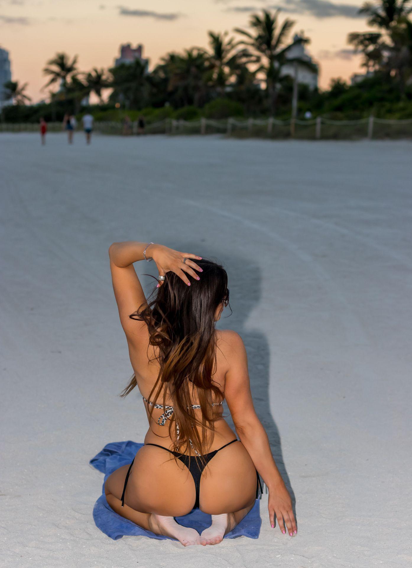 Claudia Romani Topless & Sexy 0014