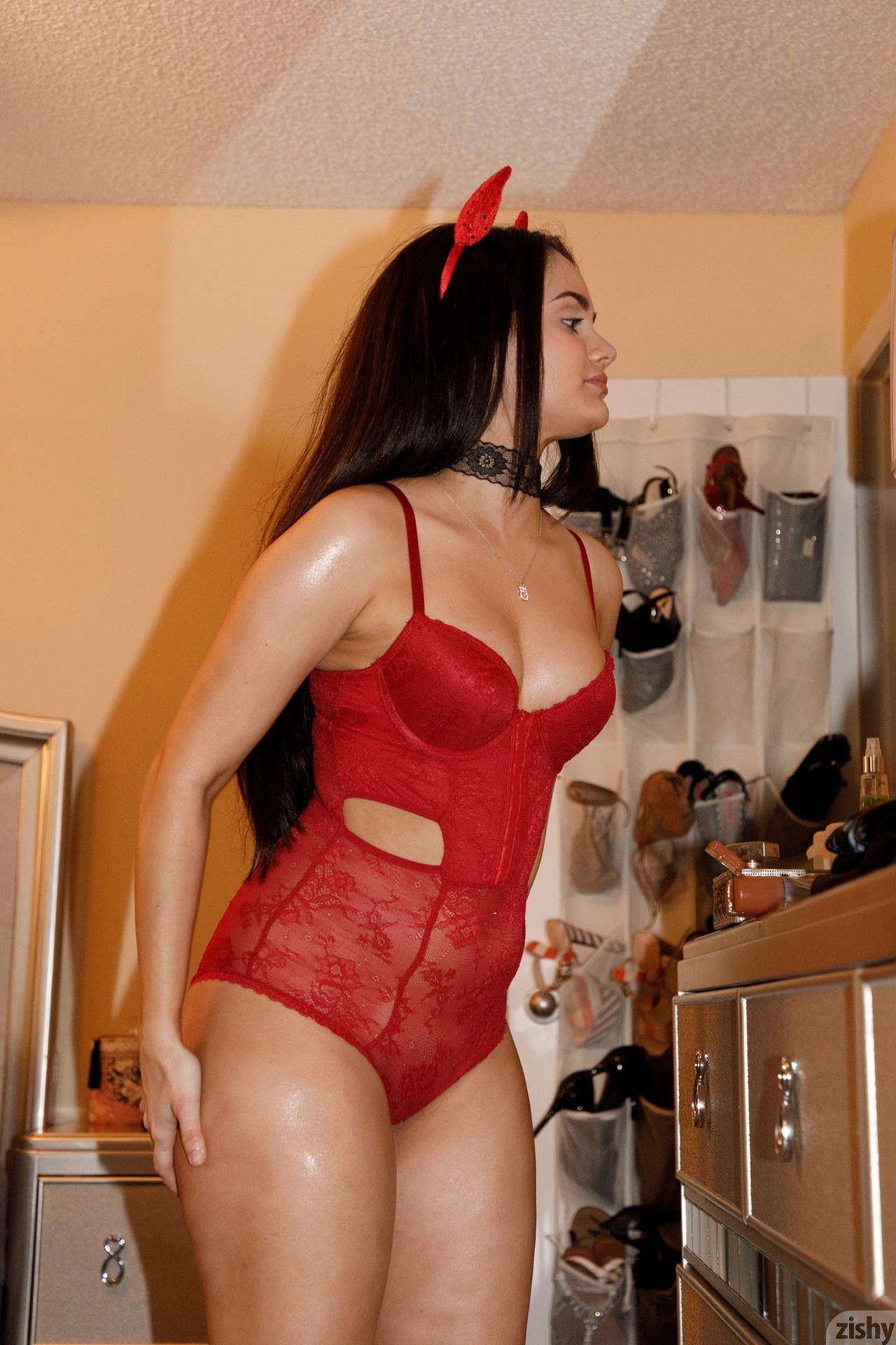 Eloisa Guerra Thirsty Little Devil Zishy (1)