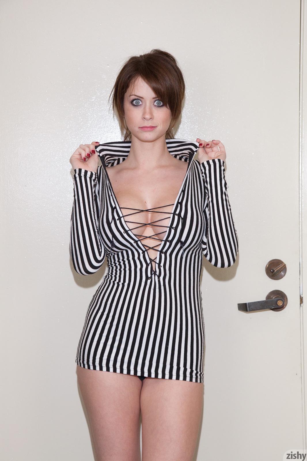 Emily Addison In Black And White Zishy (16)