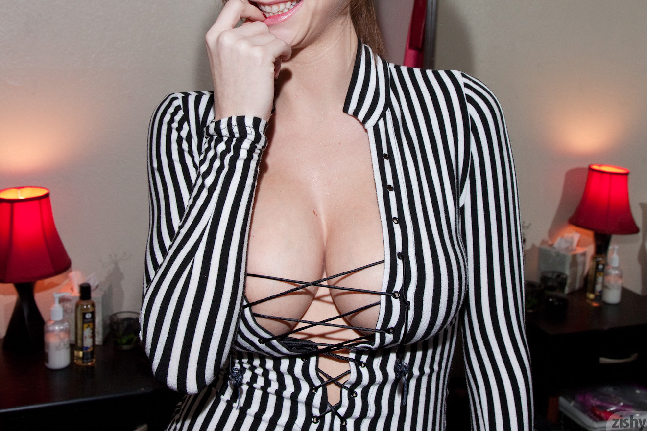 Emily Addison In Black And White Zishy (20)