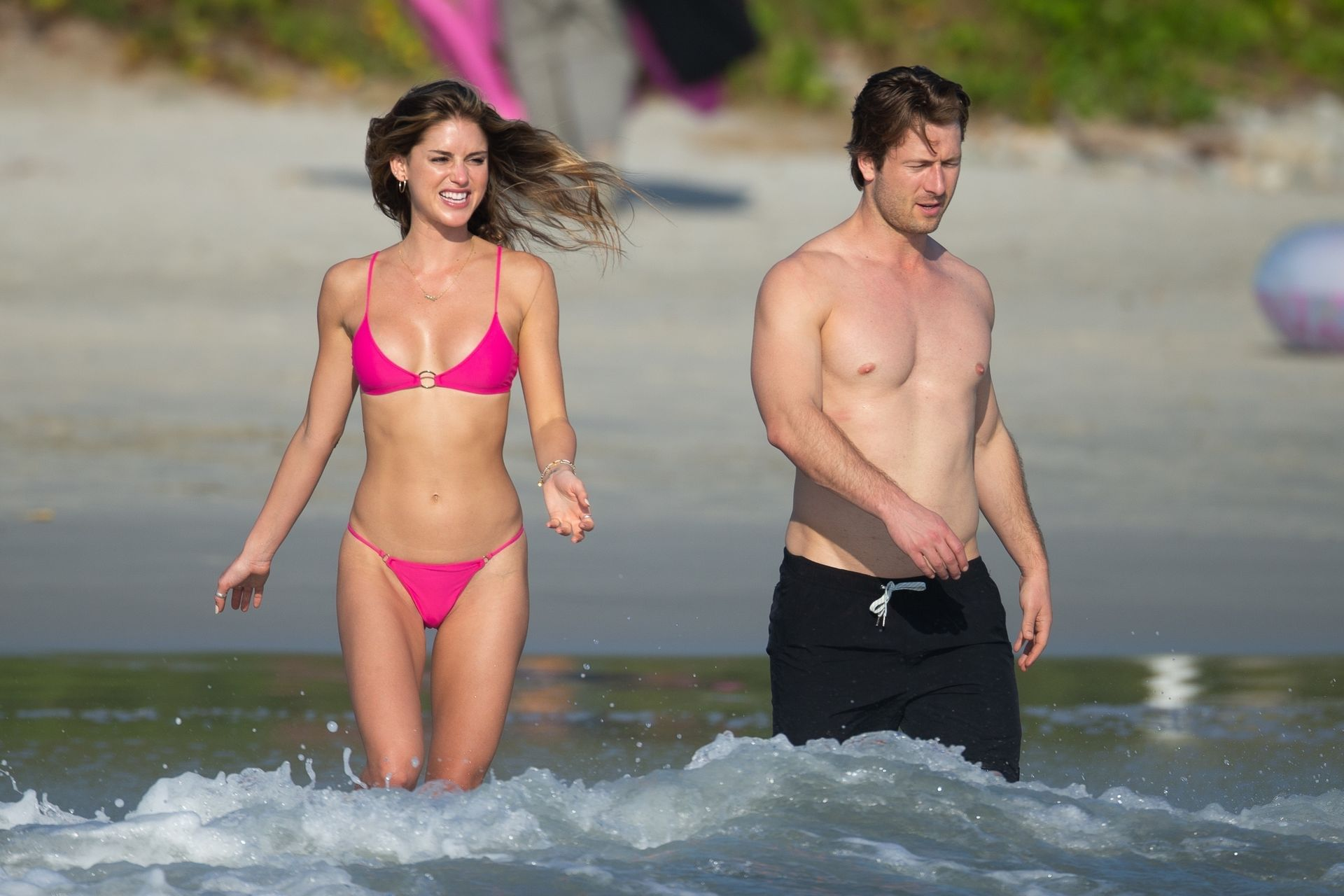Glen Powell Packs On The Pda With Gigi Paris In Mexico 0012