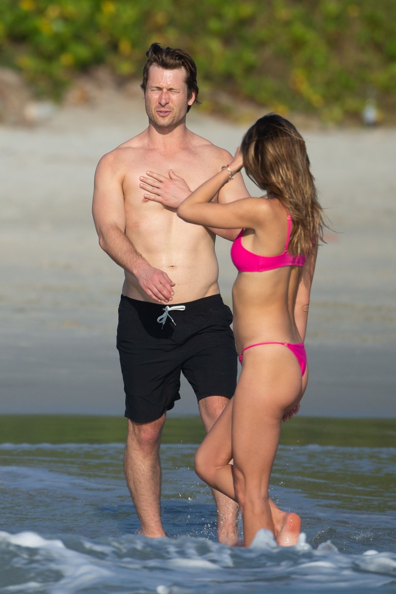 Glen Powell Packs On The Pda With Gigi Paris In Mexico 0014