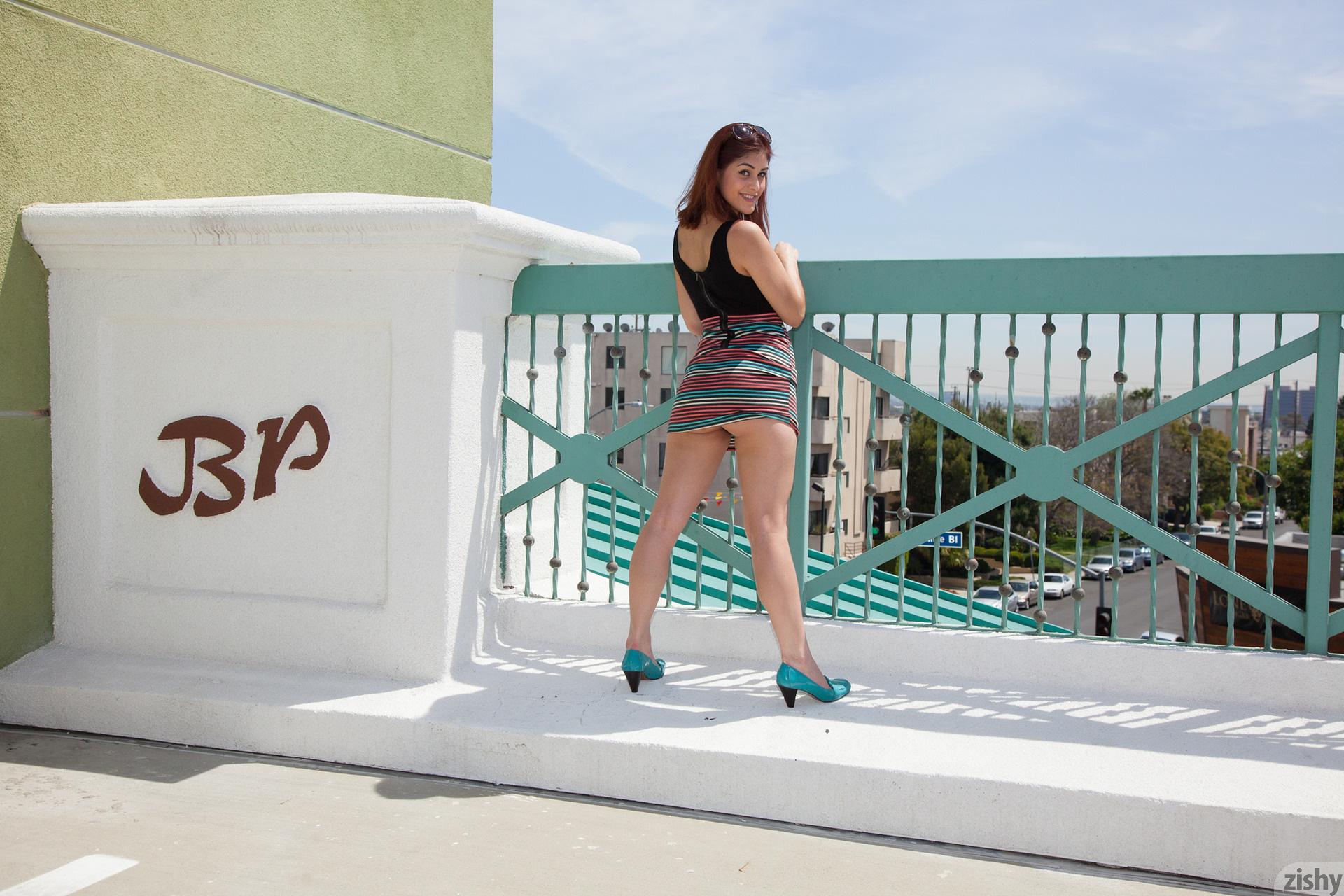 Helena De Sesa Without A Roof Zishy (45)