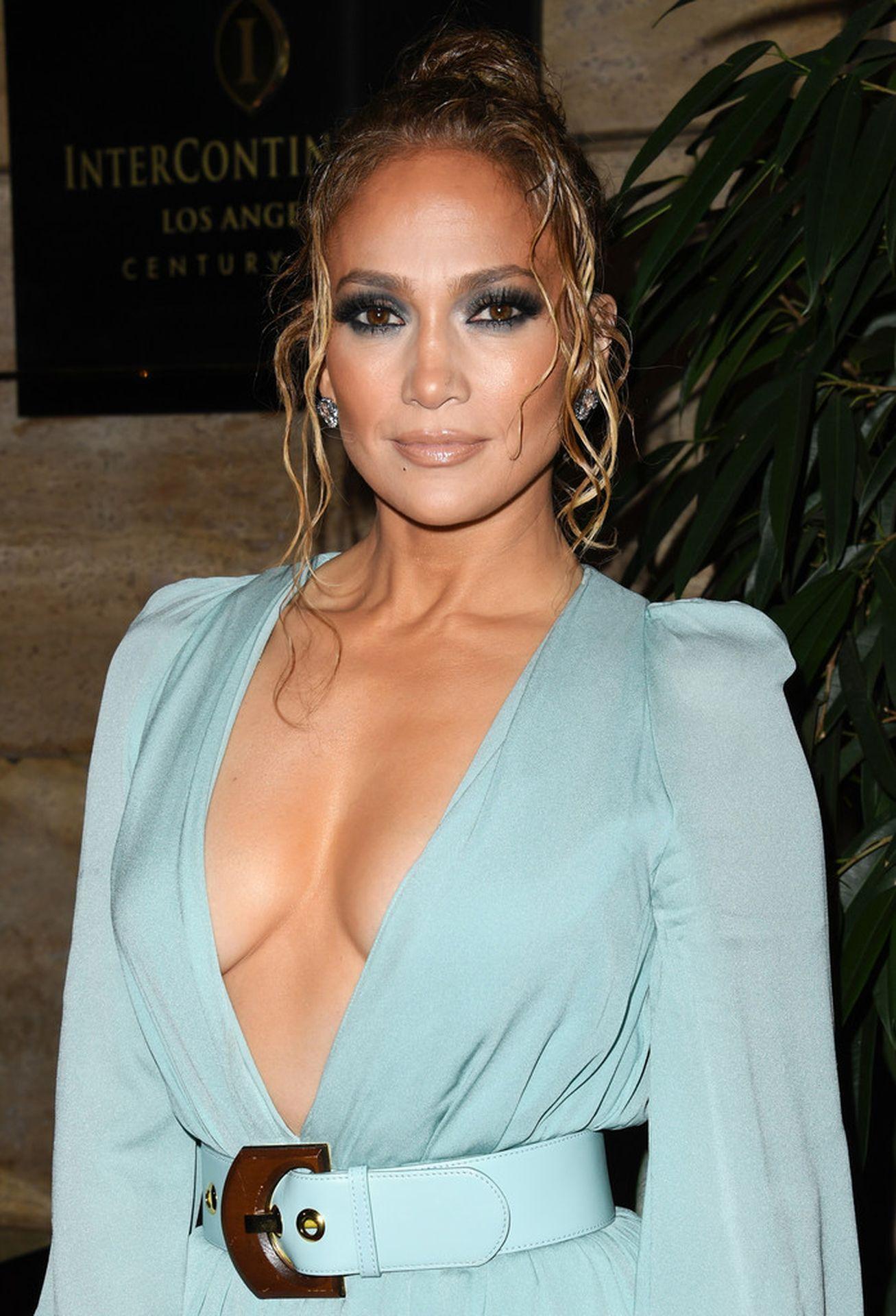 Jennifer Lopez Braless 0001