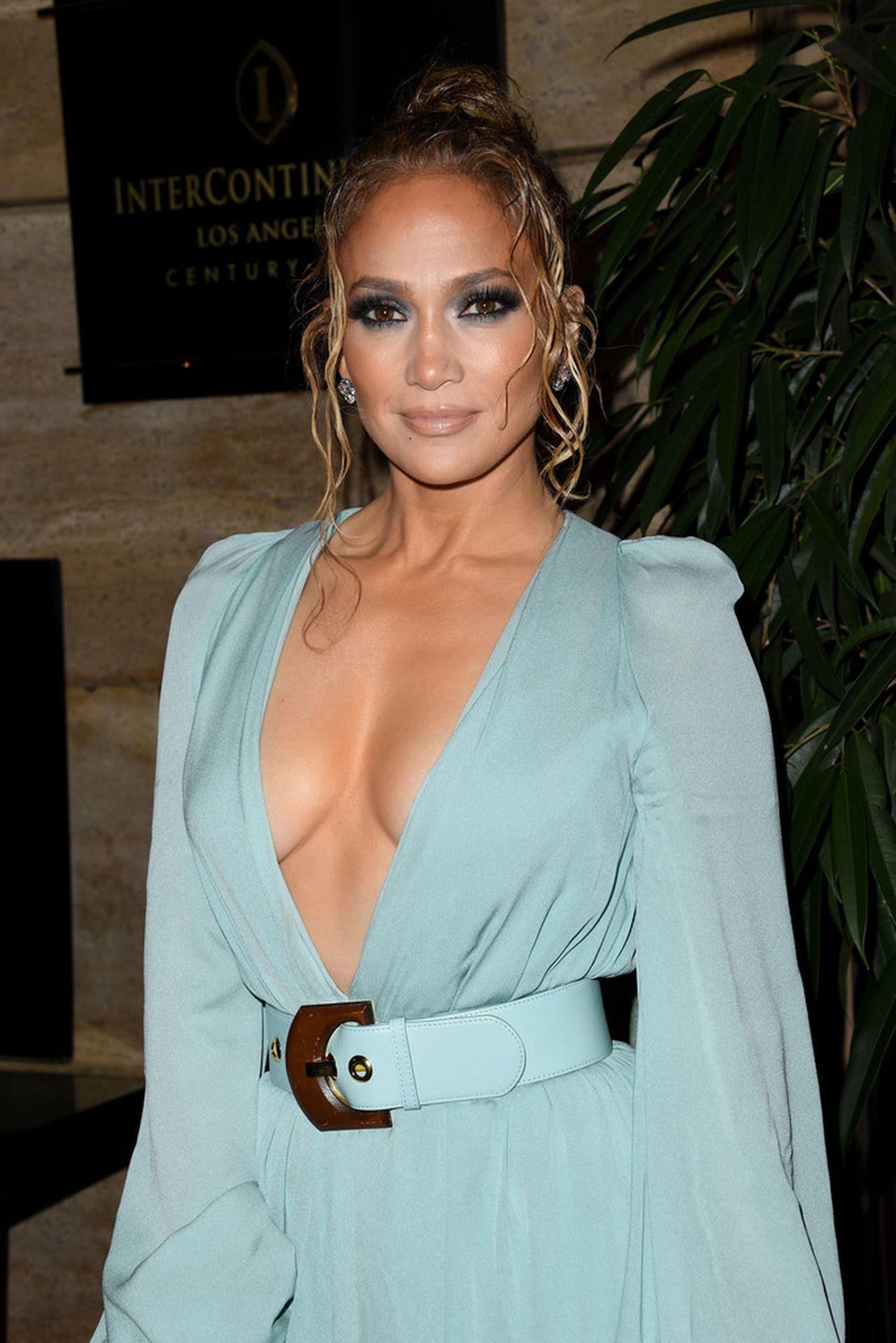 Jennifer Lopez Braless 0004