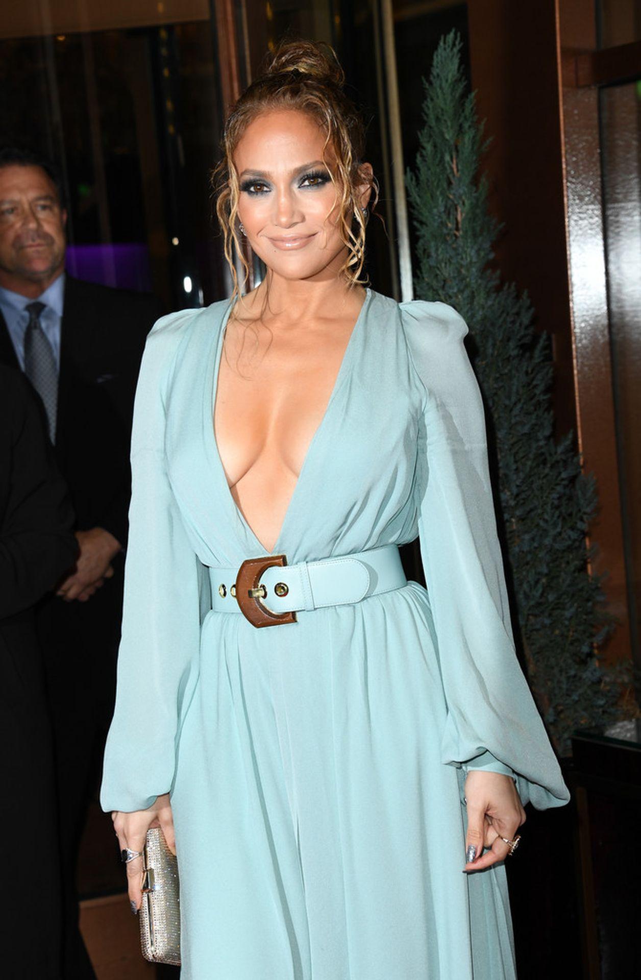 Jennifer Lopez Braless 0006