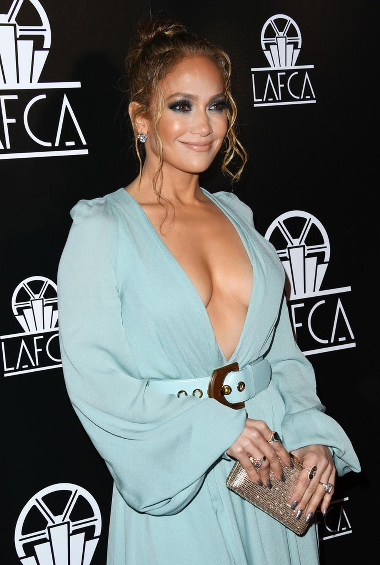 Jennifer Lopez Braless 0008