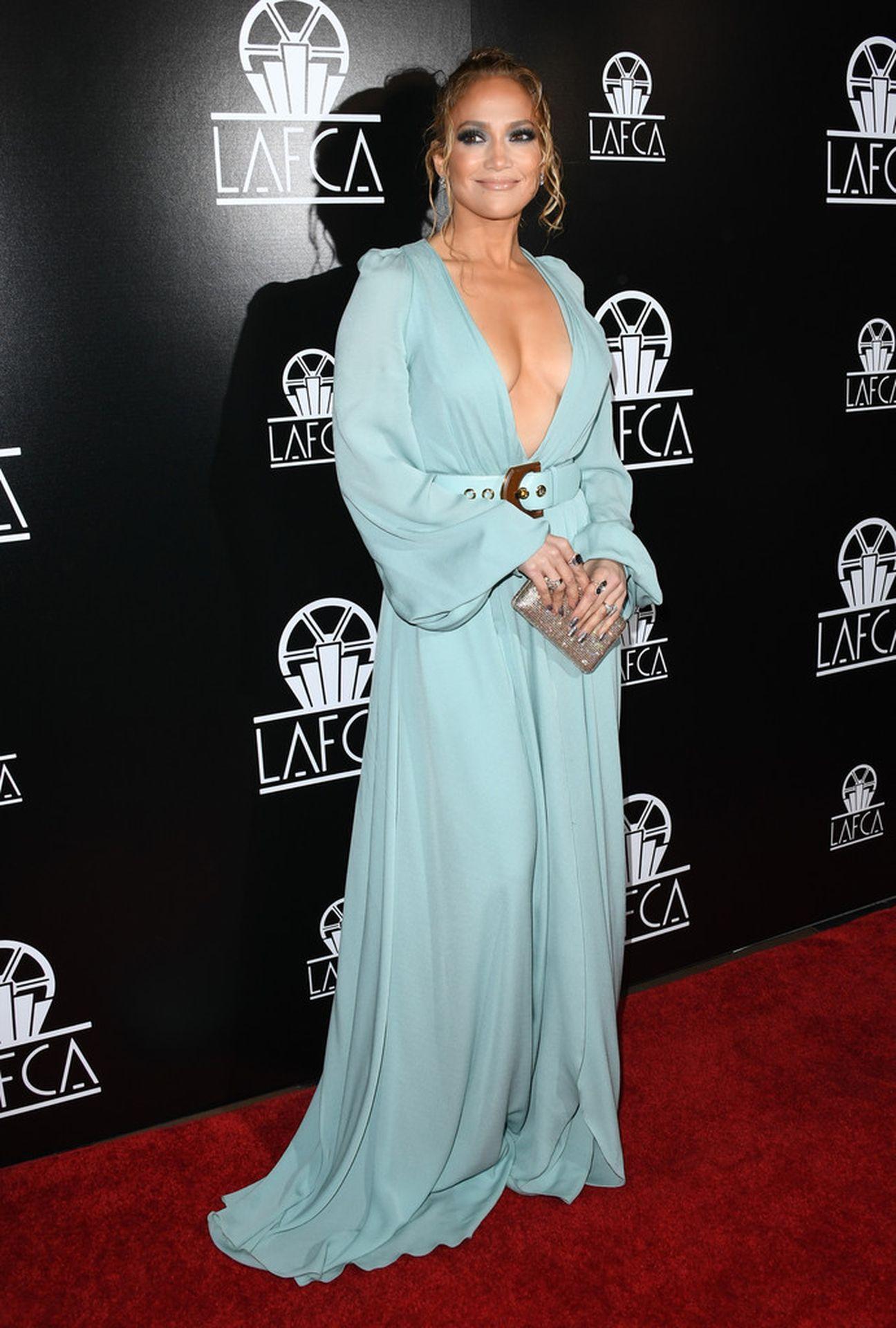 Jennifer Lopez Braless 0010
