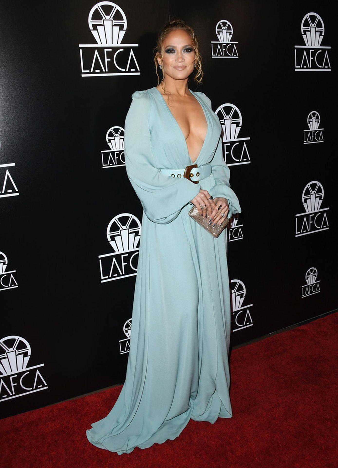Jennifer Lopez Braless 0011