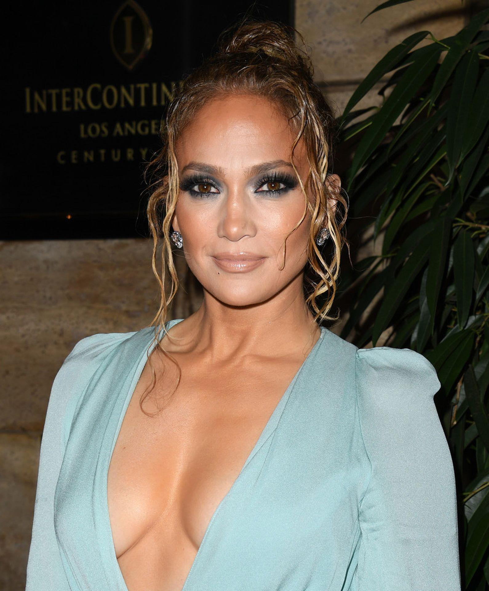 Jennifer Lopez Braless 0014