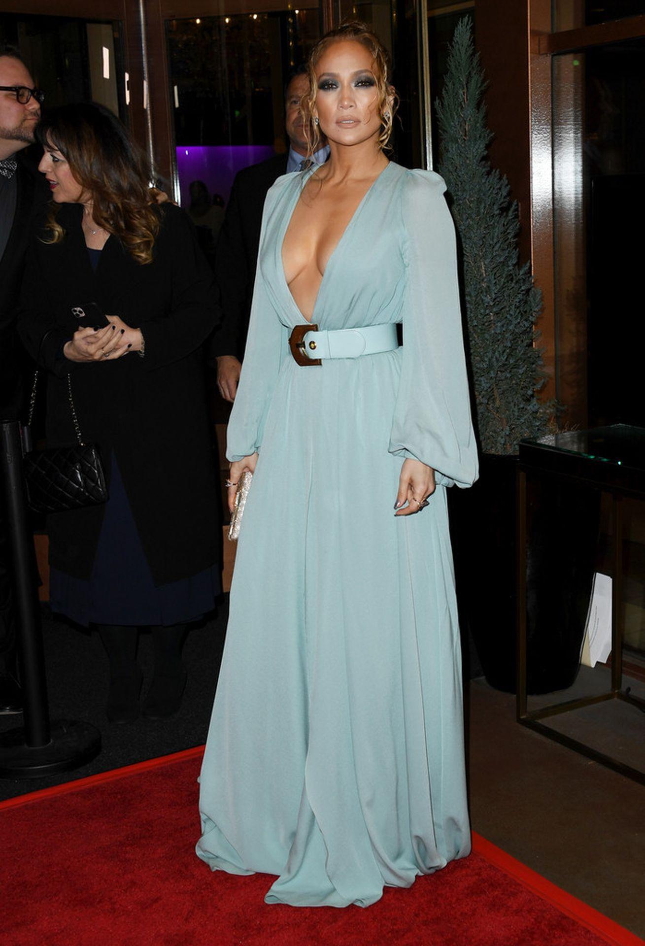 Jennifer Lopez Braless 0018