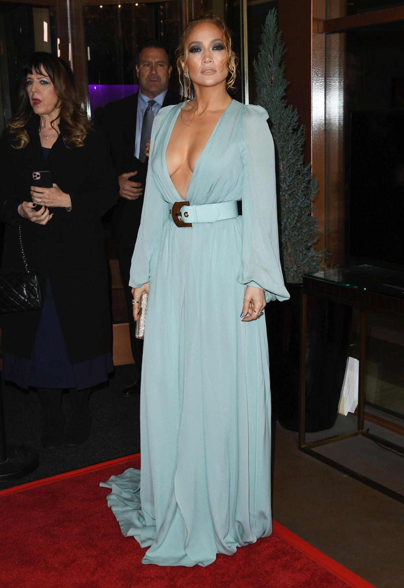 Jennifer Lopez Braless 0019