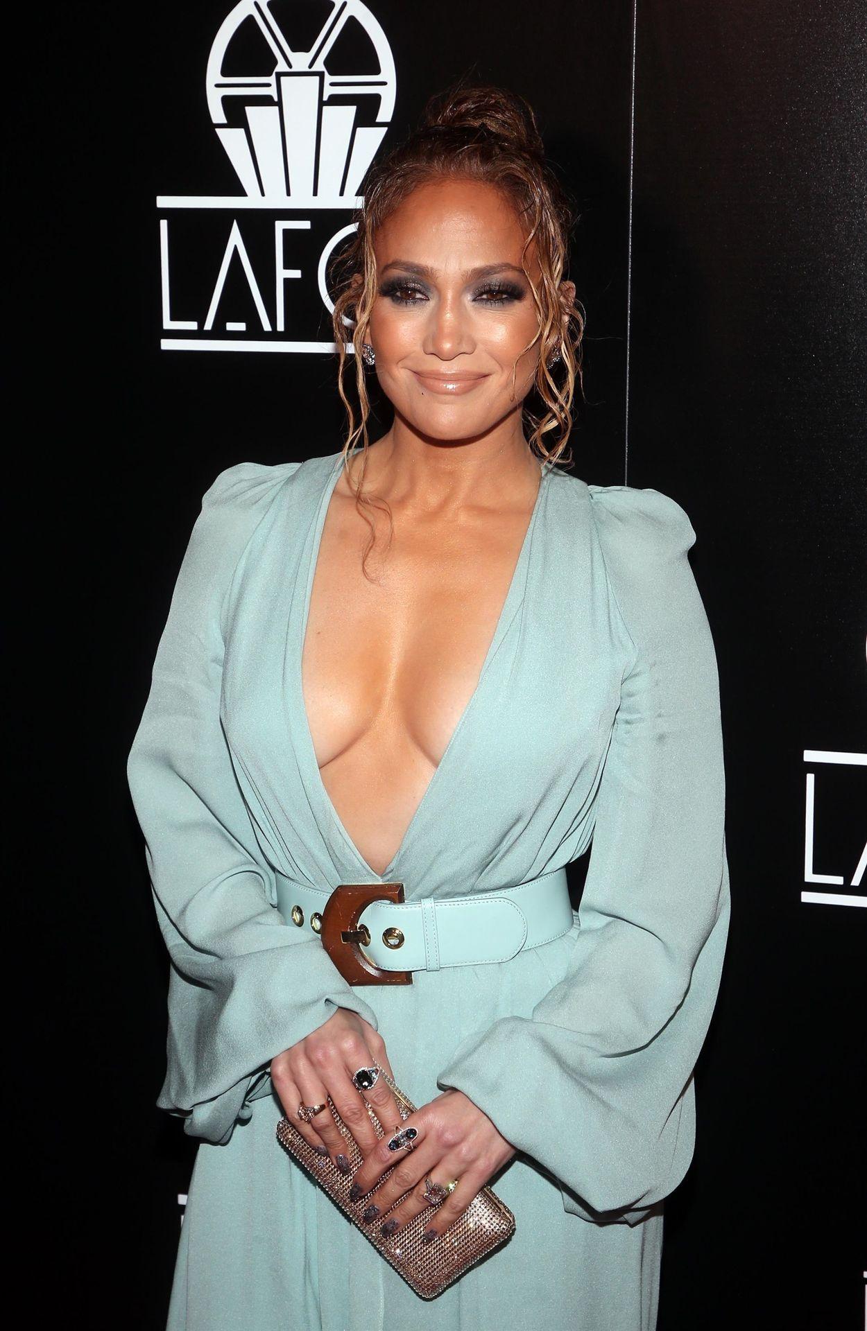 Jennifer Lopez Braless 0020