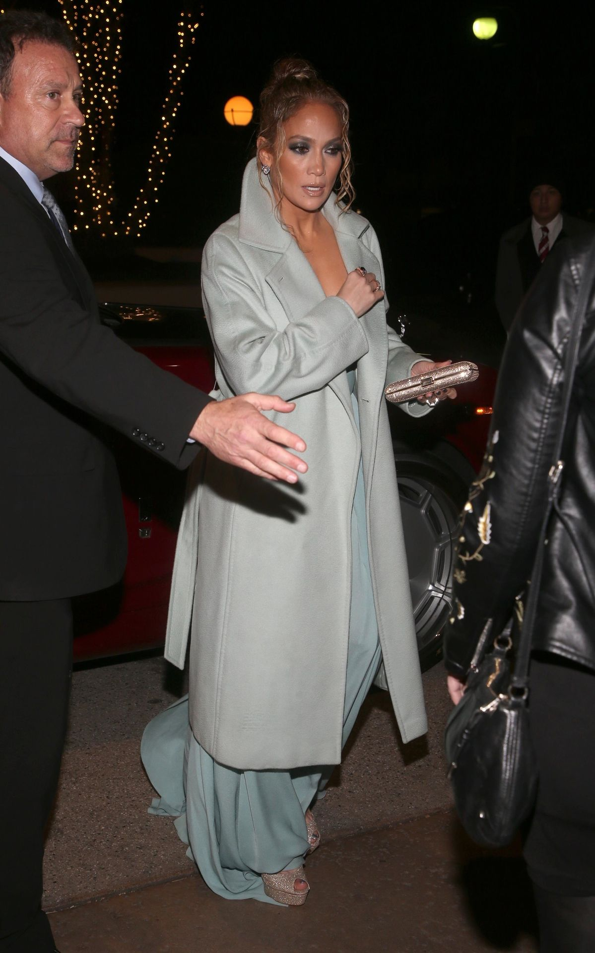 Jennifer Lopez Braless 0023