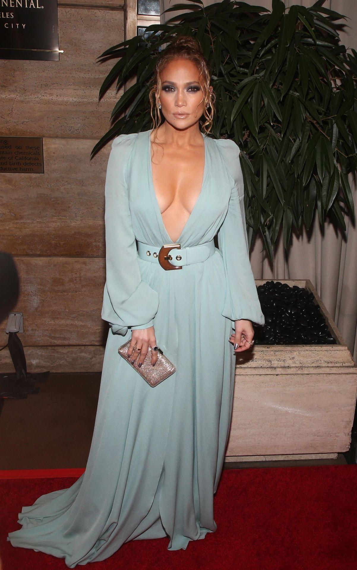 Jennifer Lopez Braless 0029