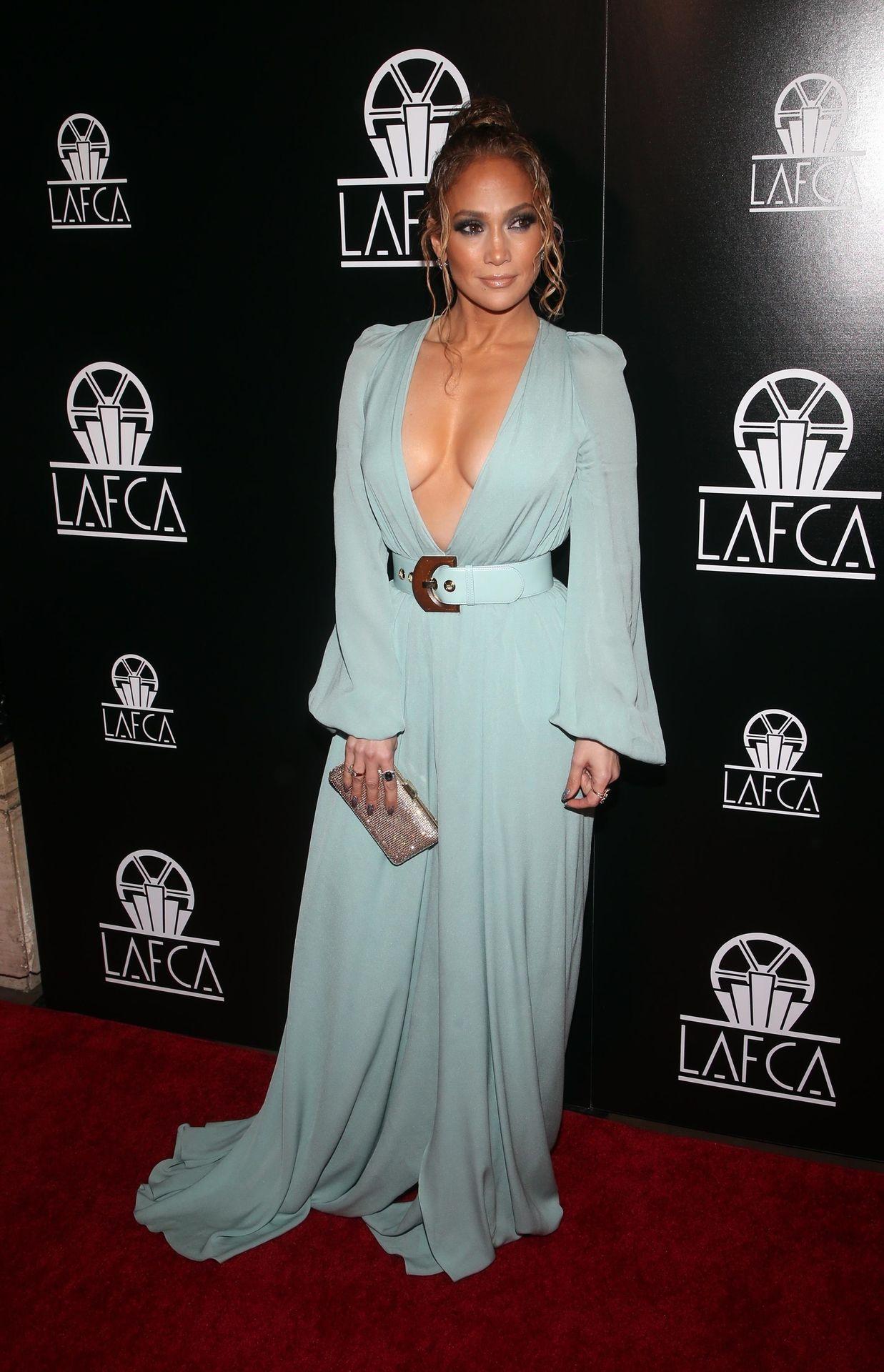 Jennifer Lopez Braless 0031