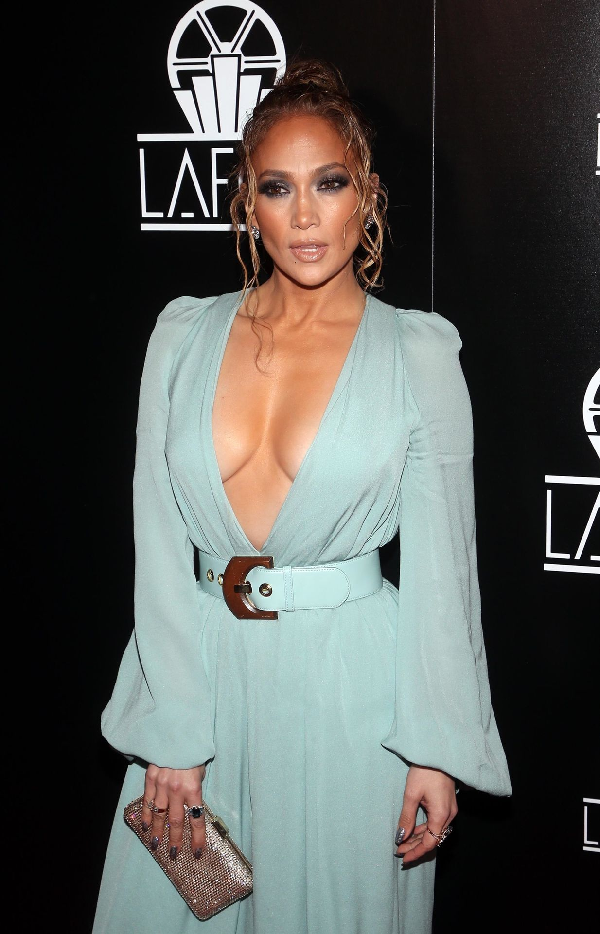 Jennifer Lopez Braless 0032