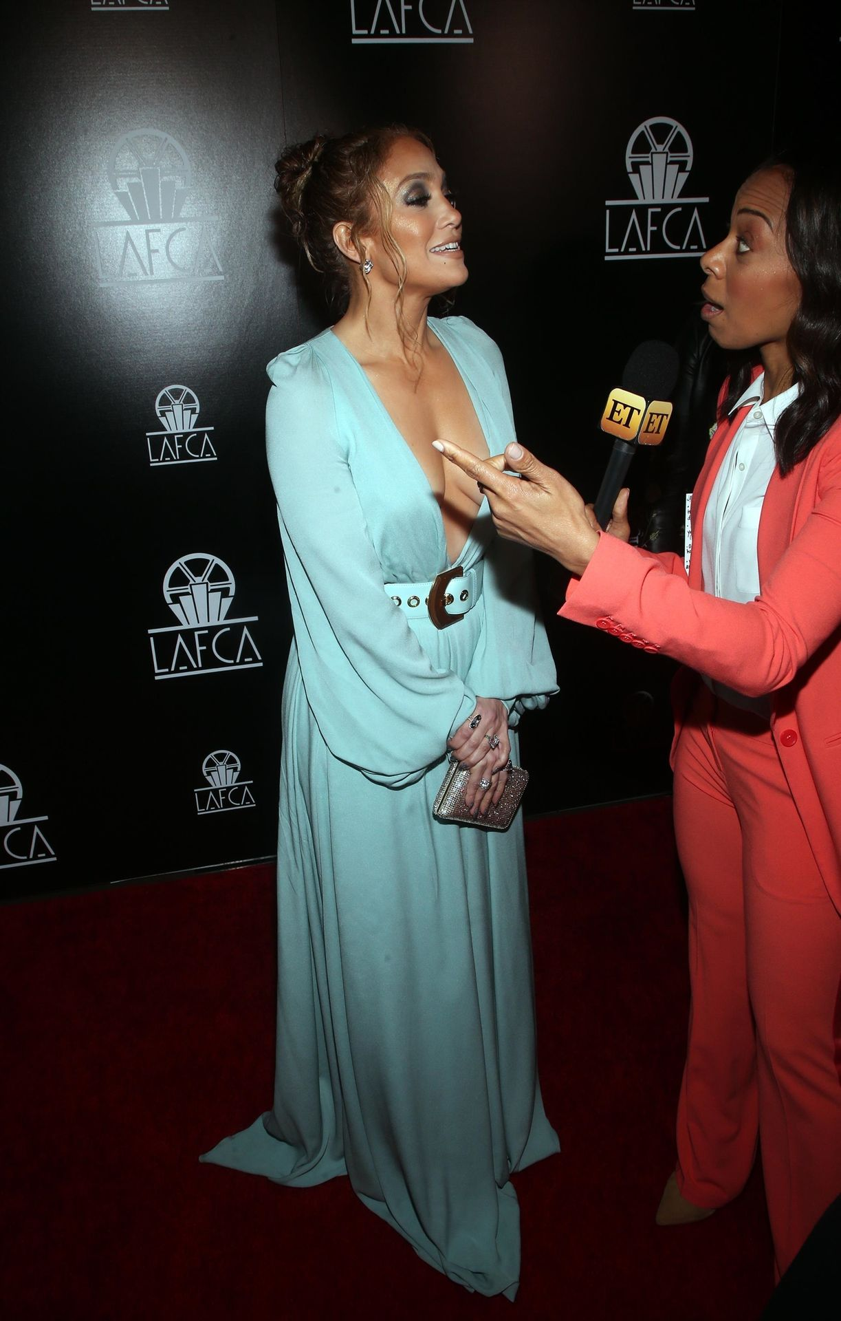 Jennifer Lopez Braless 0035