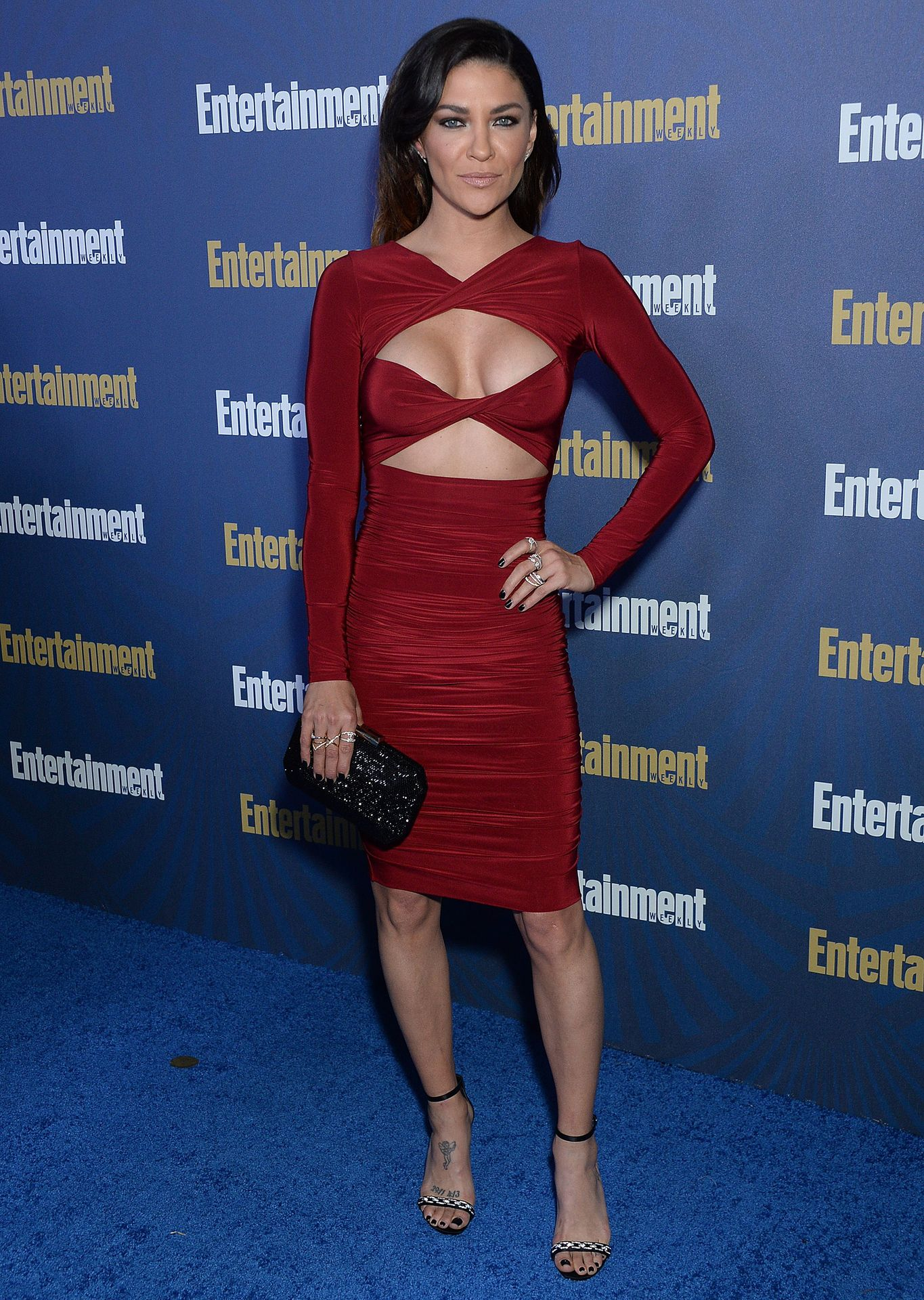 Jessica Szohr Shows Her Cleavage At The Entertainment Weekly Pre Sag Awards Celebration 0001