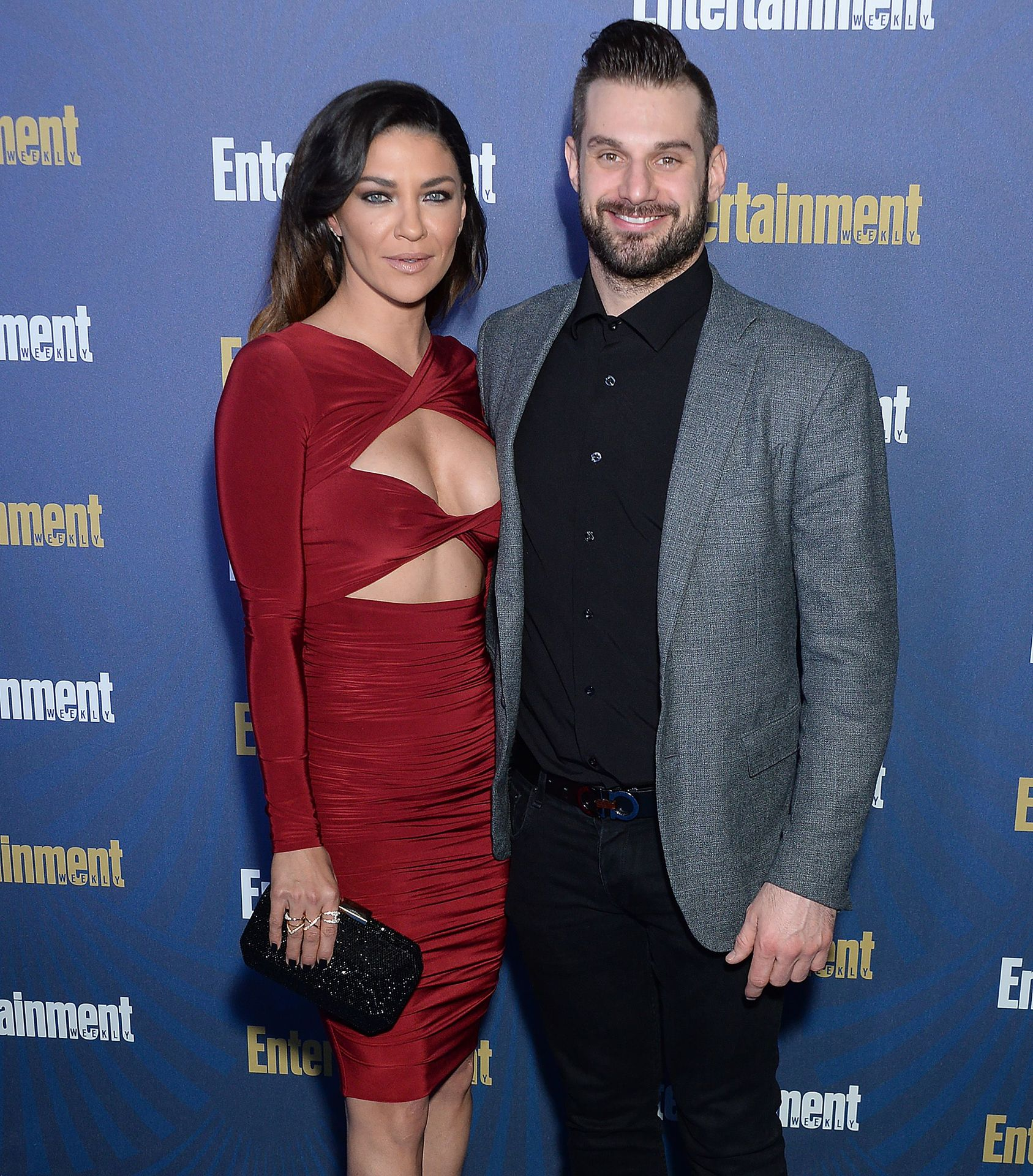 Jessica Szohr Shows Her Cleavage At The Entertainment Weekly Pre Sag Awards Celebration 0002