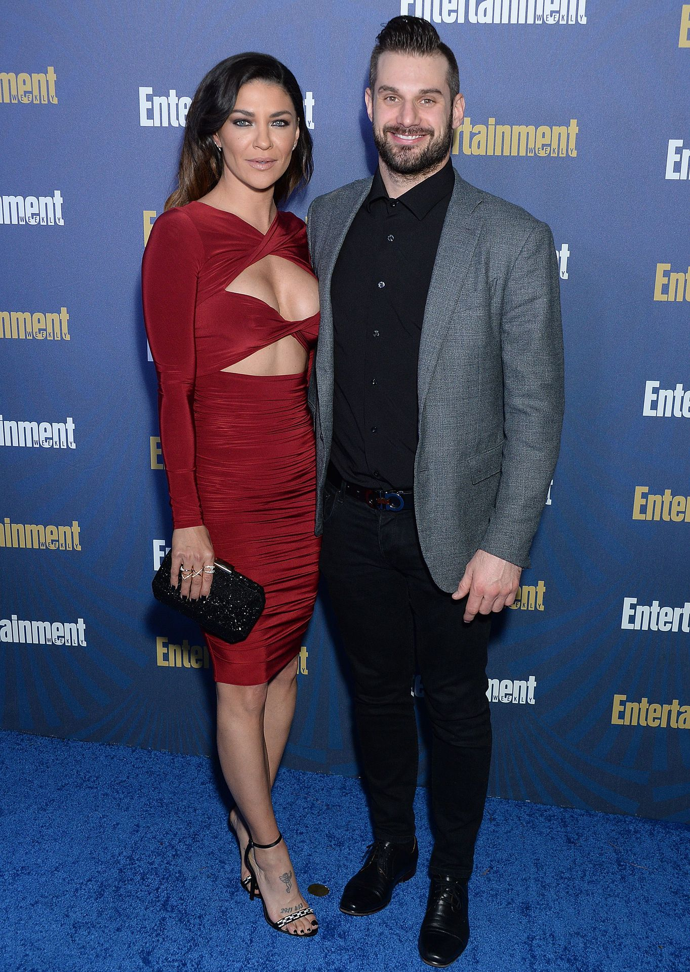 Jessica Szohr Shows Her Cleavage At The Entertainment Weekly Pre Sag Awards Celebration 0003