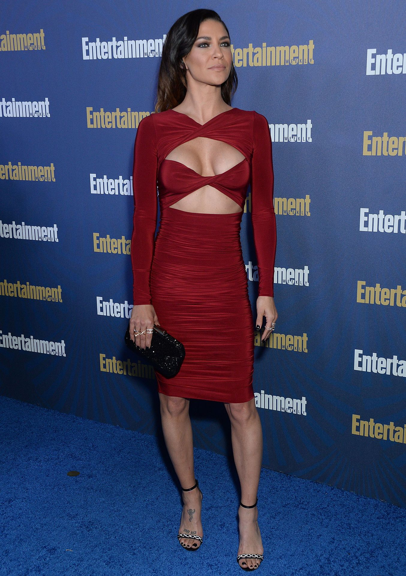 Jessica Szohr Shows Her Cleavage At The Entertainment Weekly Pre Sag Awards Celebration 0004