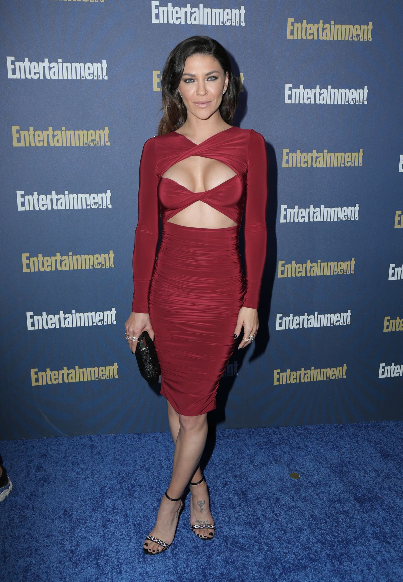 Jessica Szohr Shows Her Cleavage At The Entertainment Weekly Pre Sag Awards Celebration 0006