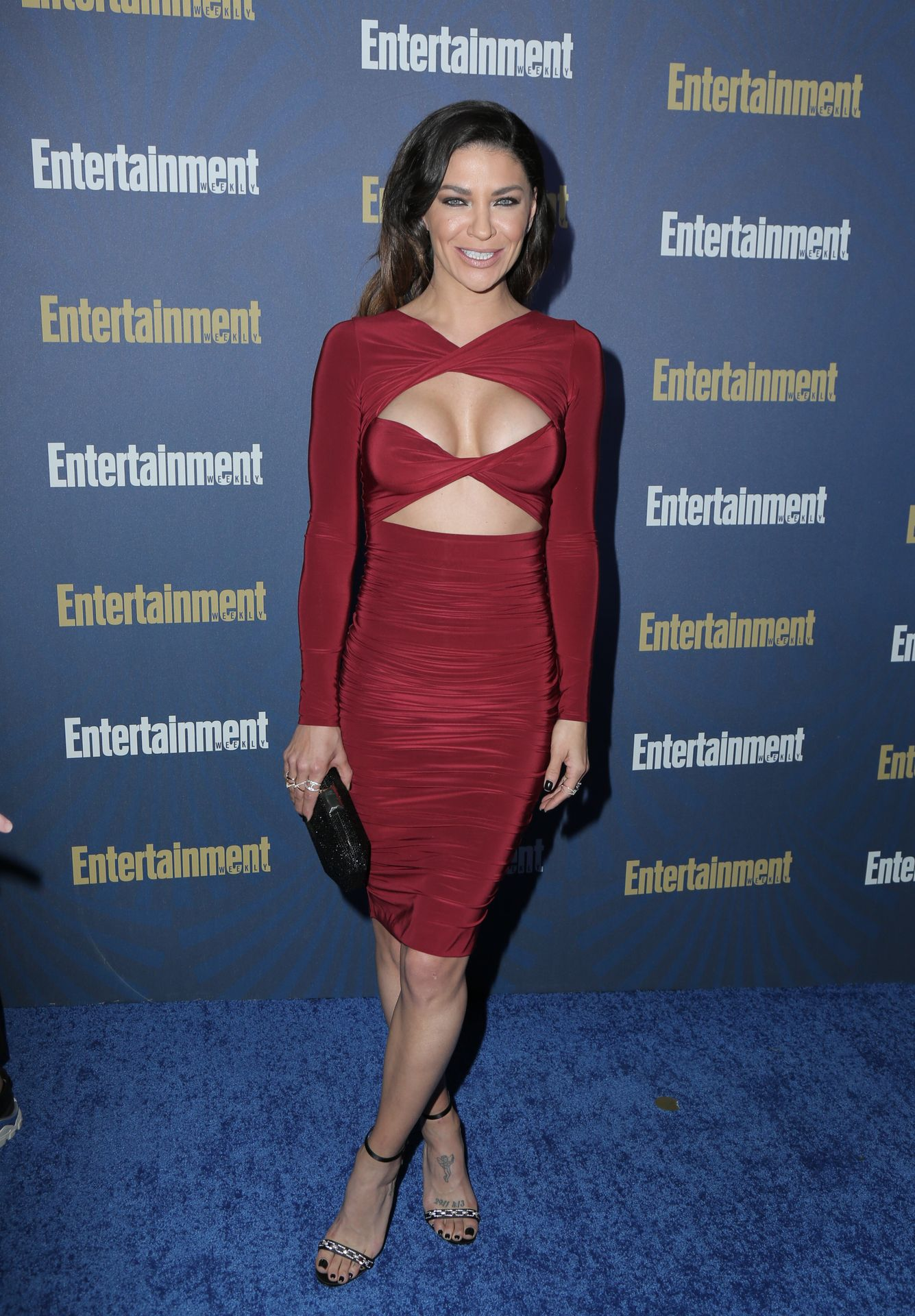 Jessica Szohr Shows Her Cleavage At The Entertainment Weekly Pre Sag Awards Celebration 0009