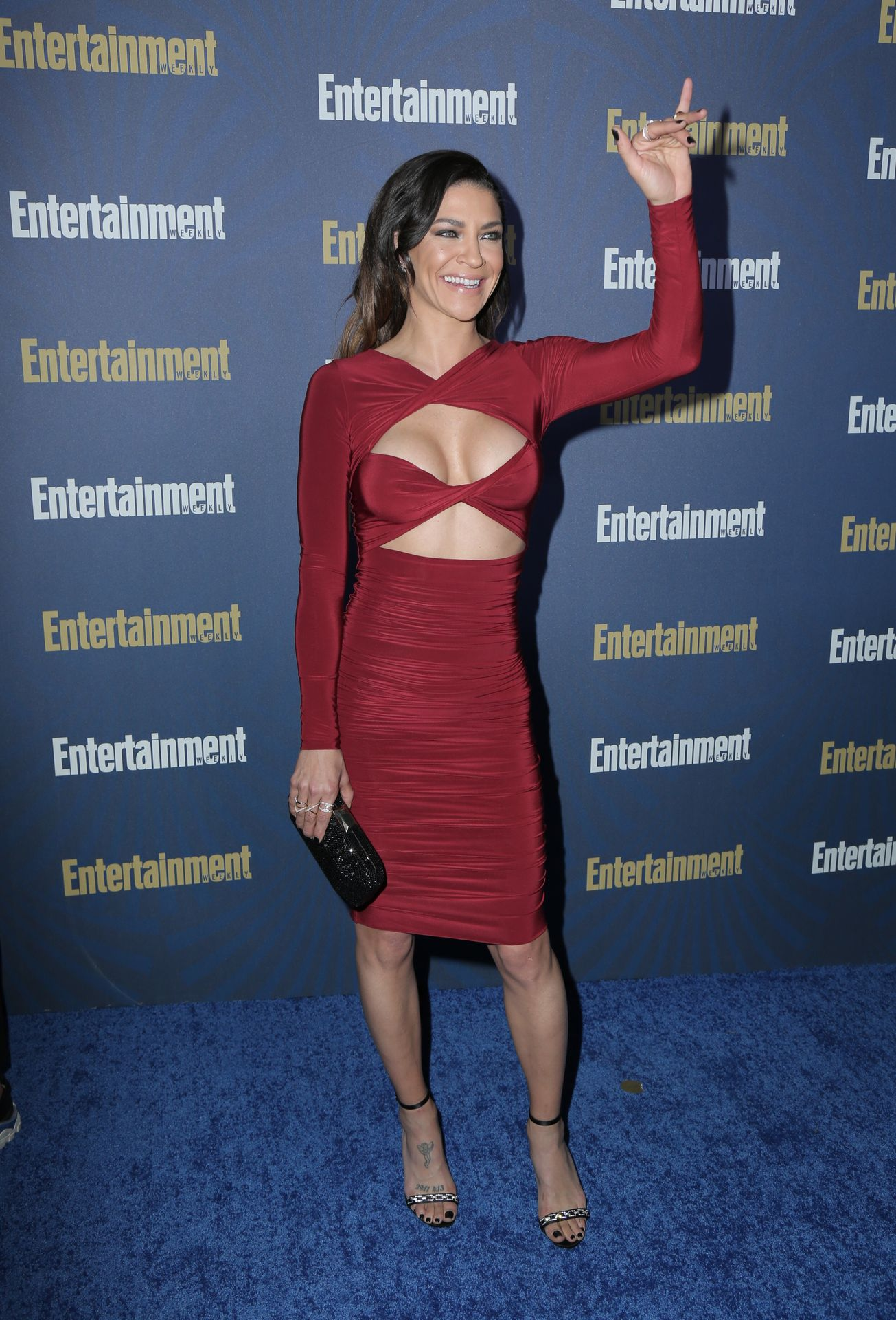 Jessica Szohr Shows Her Cleavage At The Entertainment Weekly Pre Sag Awards Celebration 0012