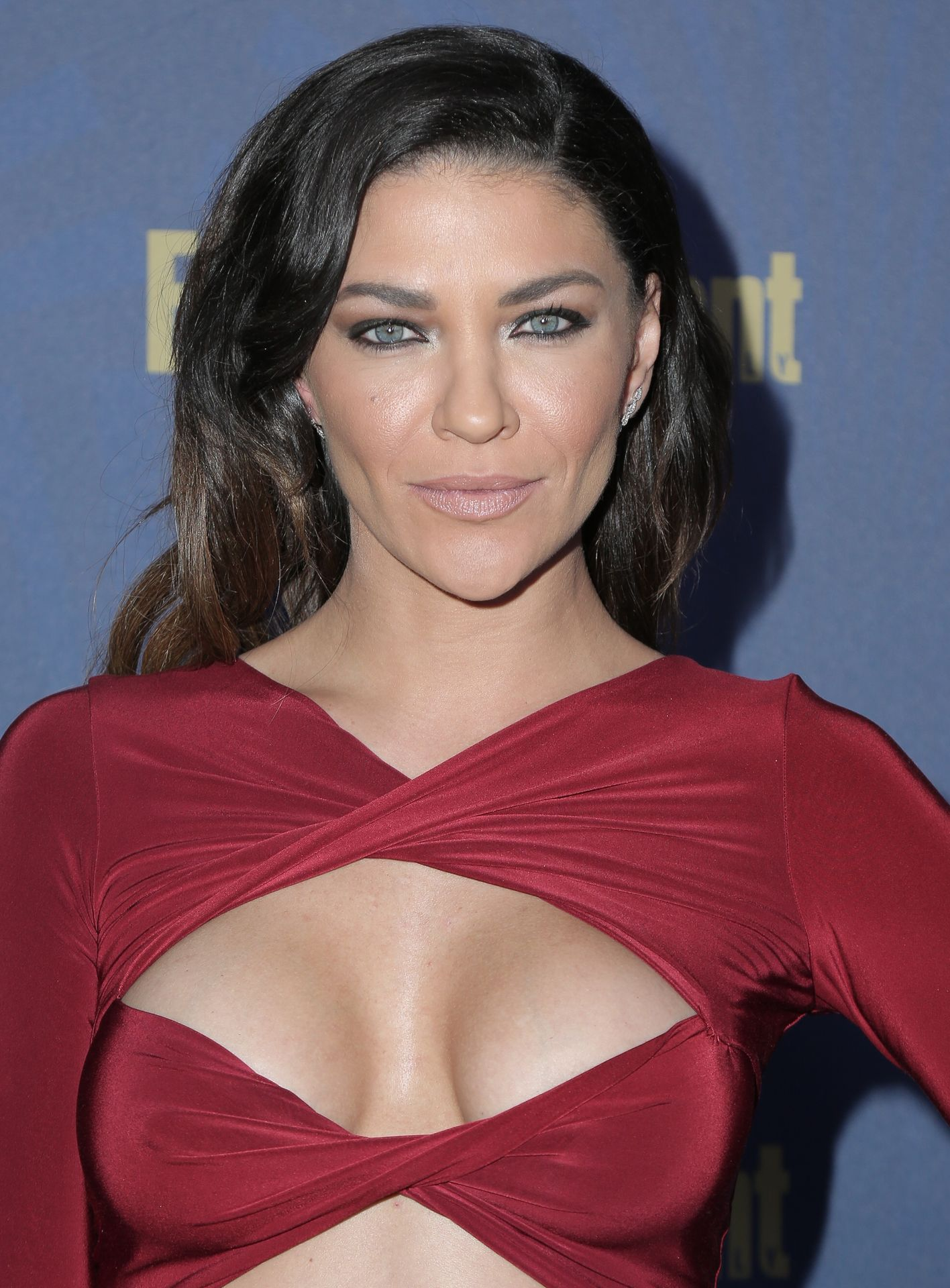 Jessica Szohr Shows Her Cleavage At The Entertainment Weekly Pre Sag Awards Celebration 0013