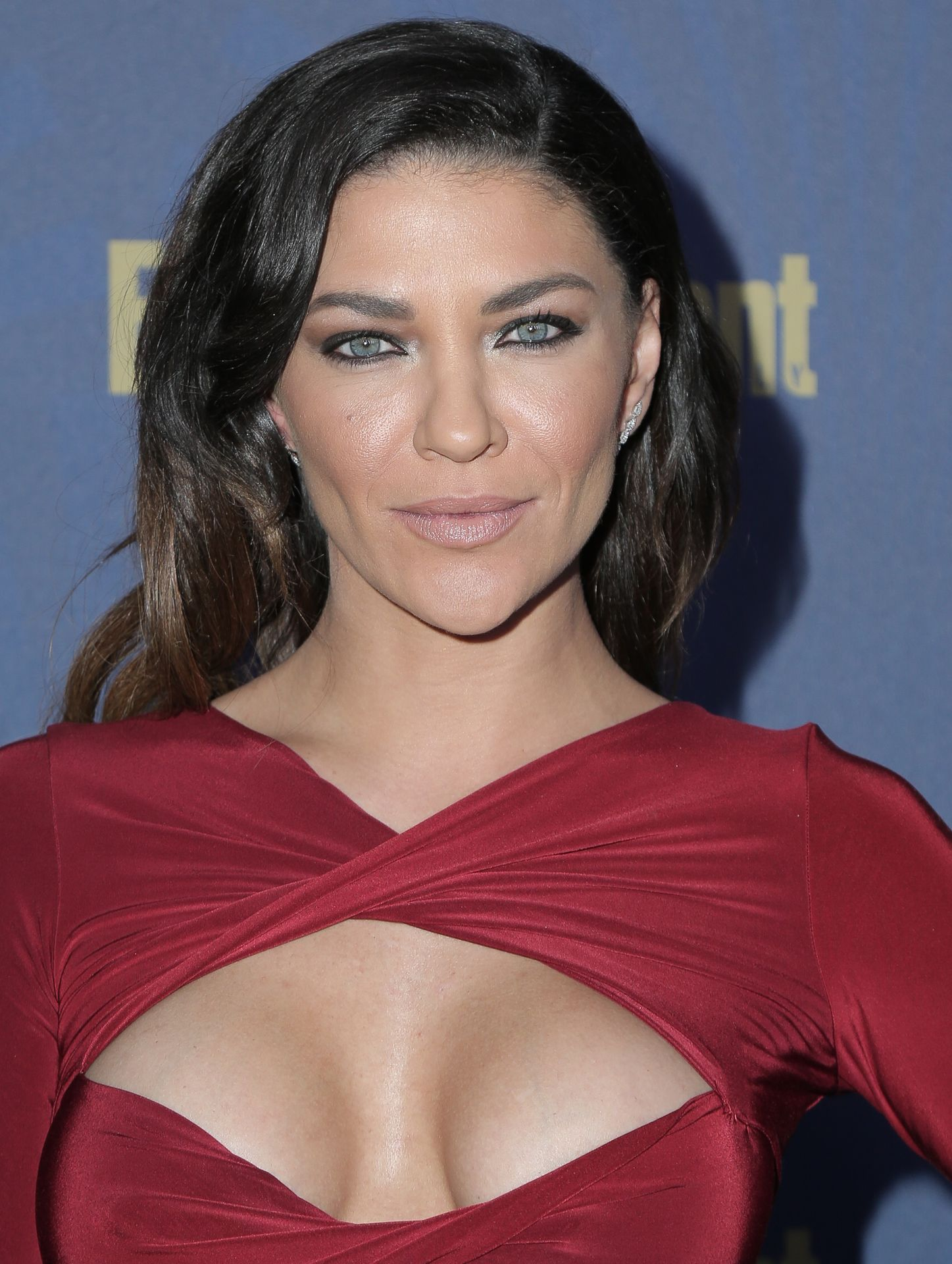 Jessica Szohr Shows Her Cleavage At The Entertainment Weekly Pre Sag Awards Celebration 0015