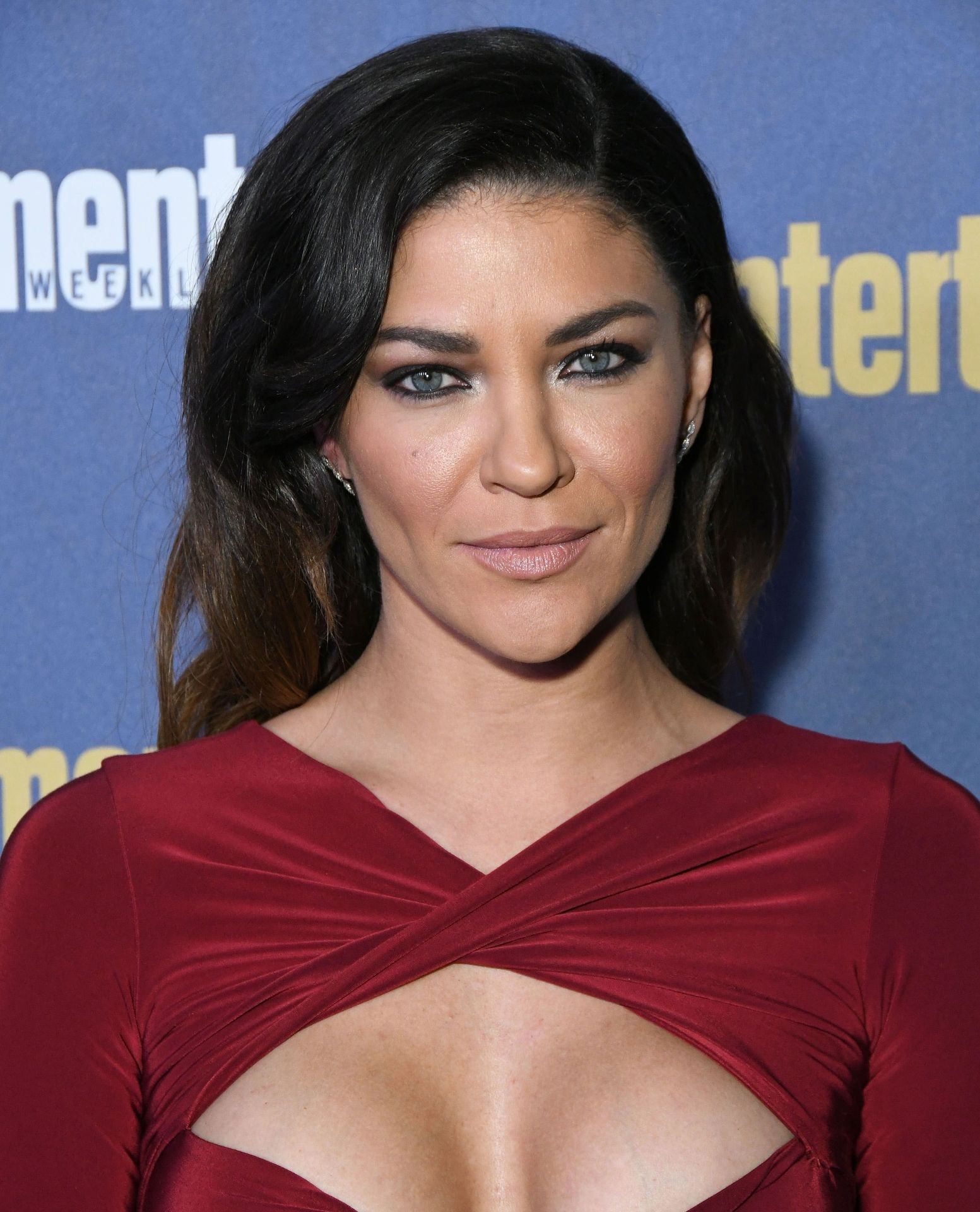 Jessica Szohr Shows Her Cleavage At The Entertainment Weekly Pre Sag Awards Celebration 0016