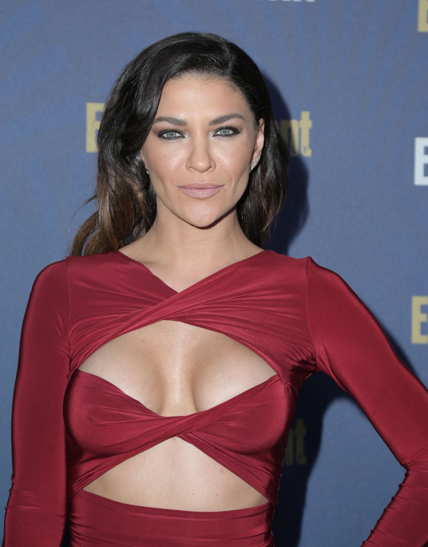 Jessica Szohr Shows Her Cleavage At The Entertainment Weekly Pre Sag Awards Celebration 0020