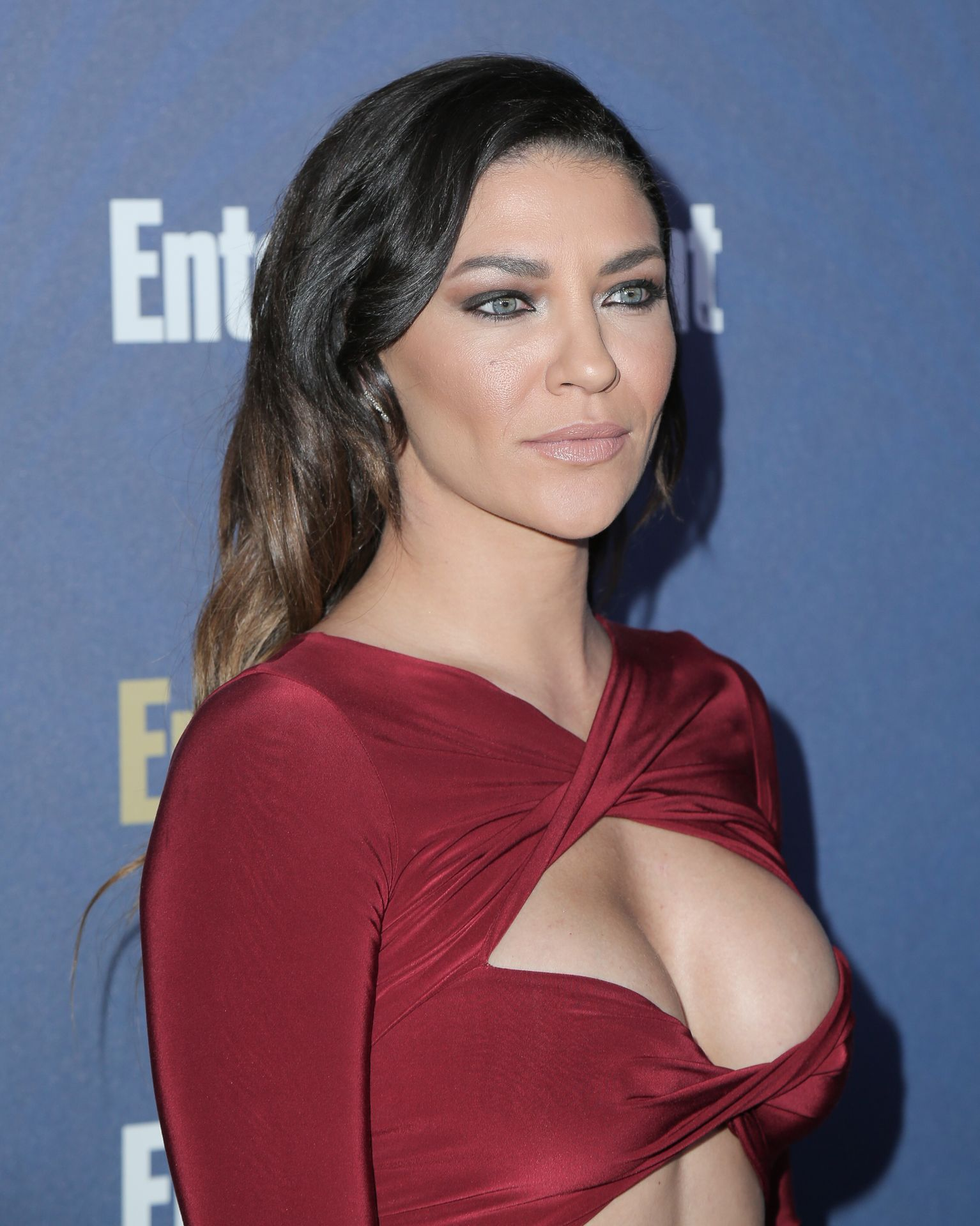 Jessica Szohr Shows Her Cleavage At The Entertainment Weekly Pre Sag Awards Celebration 0021