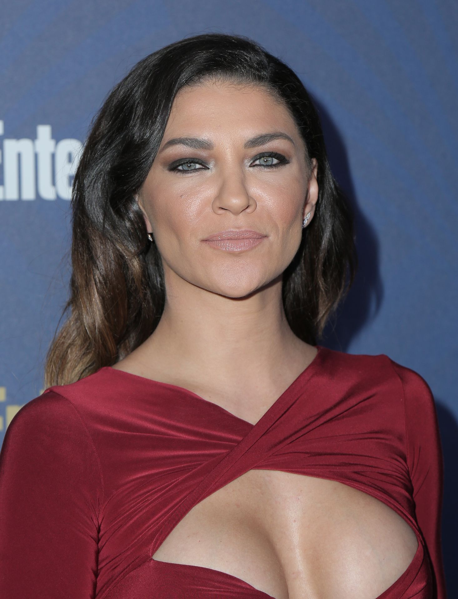 Jessica Szohr Shows Her Cleavage At The Entertainment Weekly Pre Sag Awards Celebration 0022