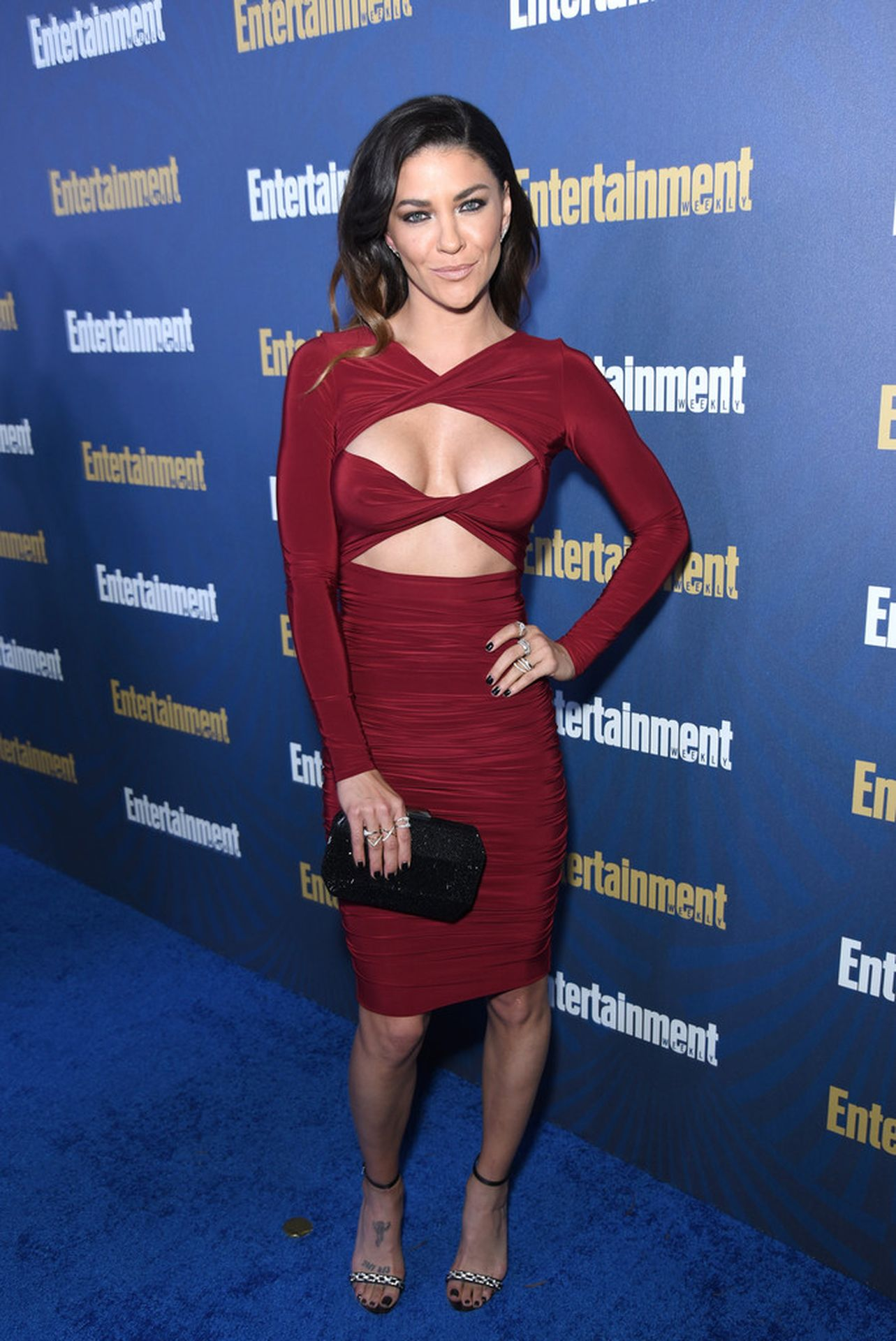 Jessica Szohr Shows Her Cleavage At The Entertainment Weekly Pre Sag Awards Celebration 0023