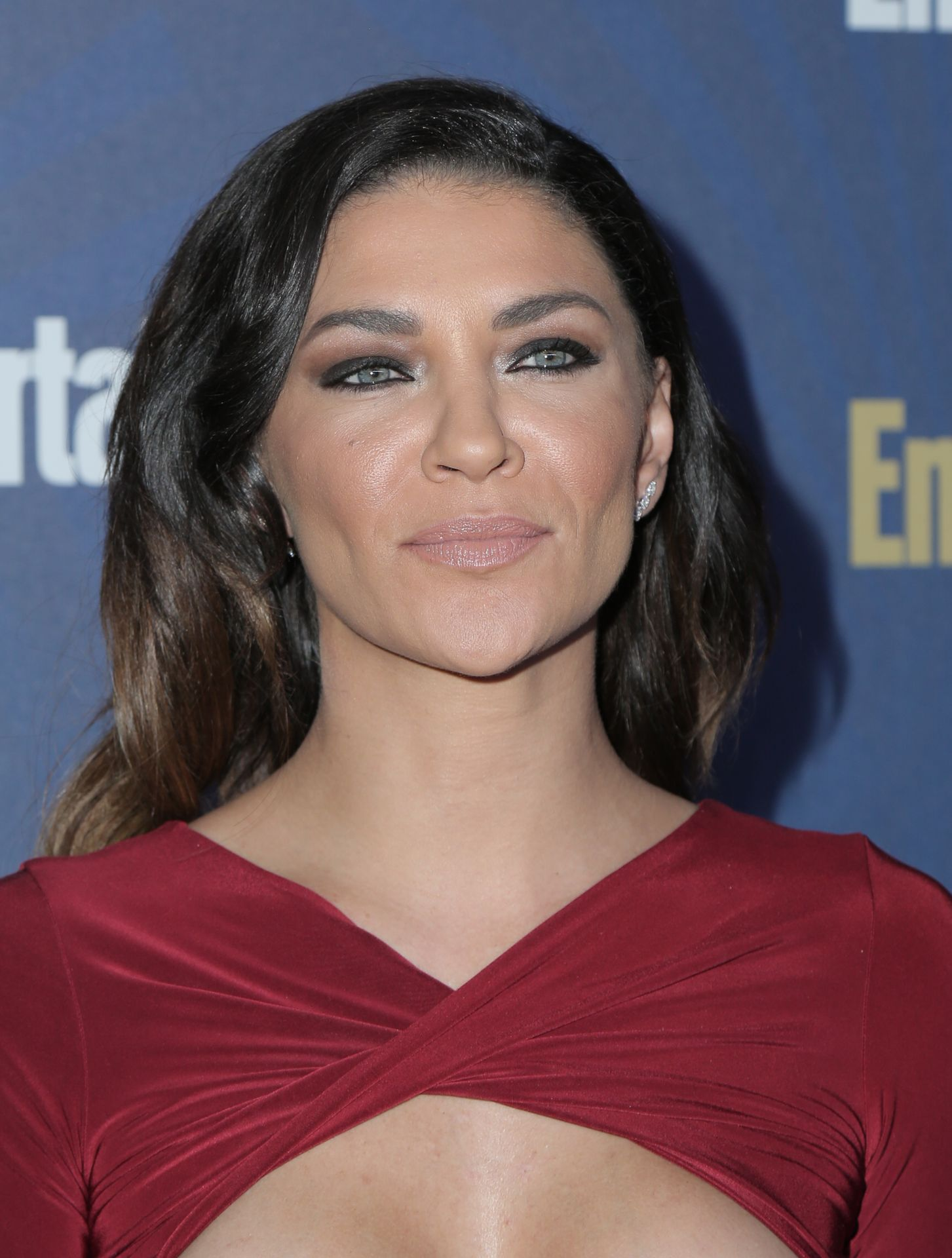 Jessica Szohr Shows Her Cleavage At The Entertainment Weekly Pre Sag Awards Celebration 0024