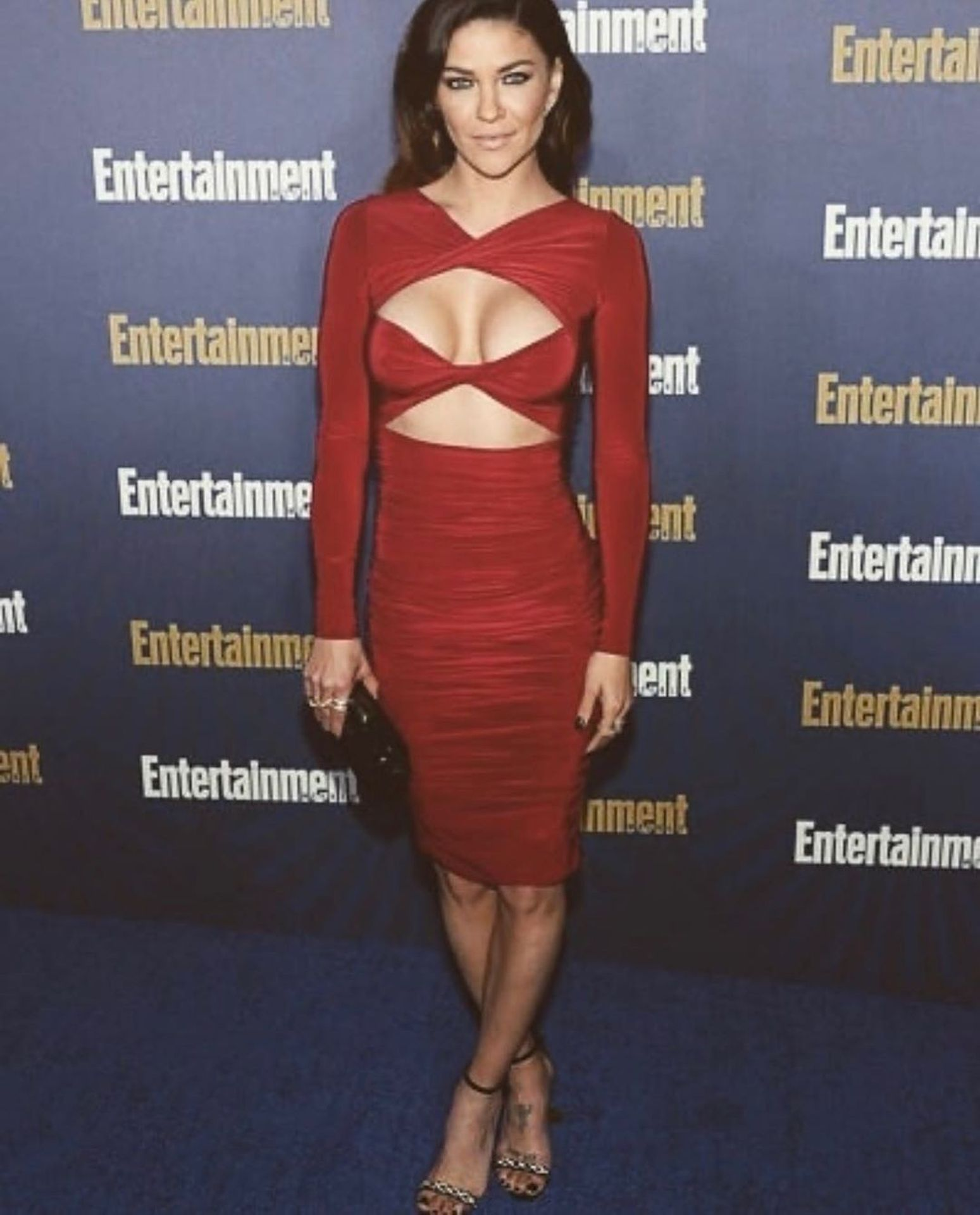 Jessica Szohr Shows Her Cleavage At The Entertainment Weekly Pre Sag Awards Celebration 0025