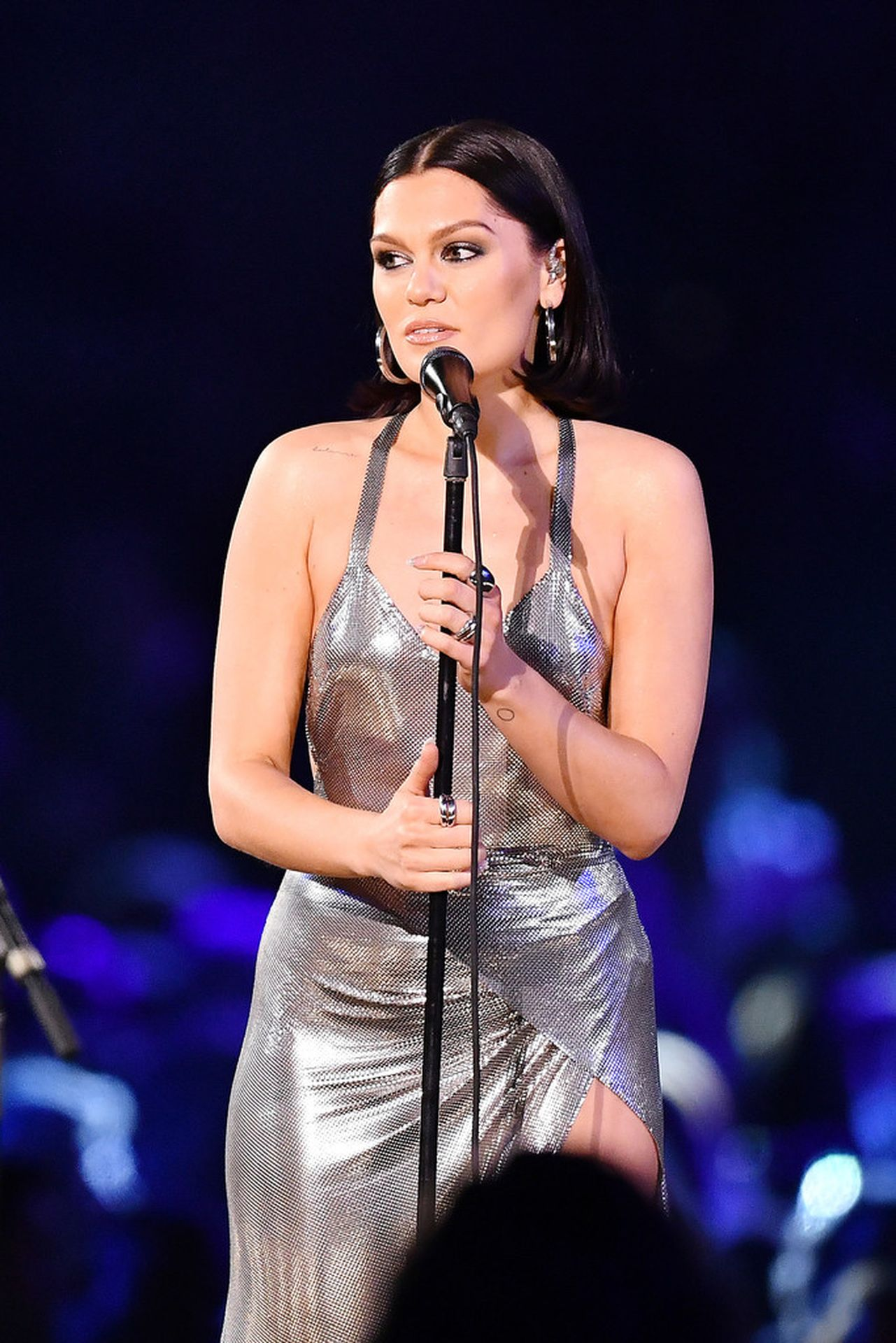 Jessie J Shows Off Her Sexy Legs At The Musicares Person Of The Year Gala 0007