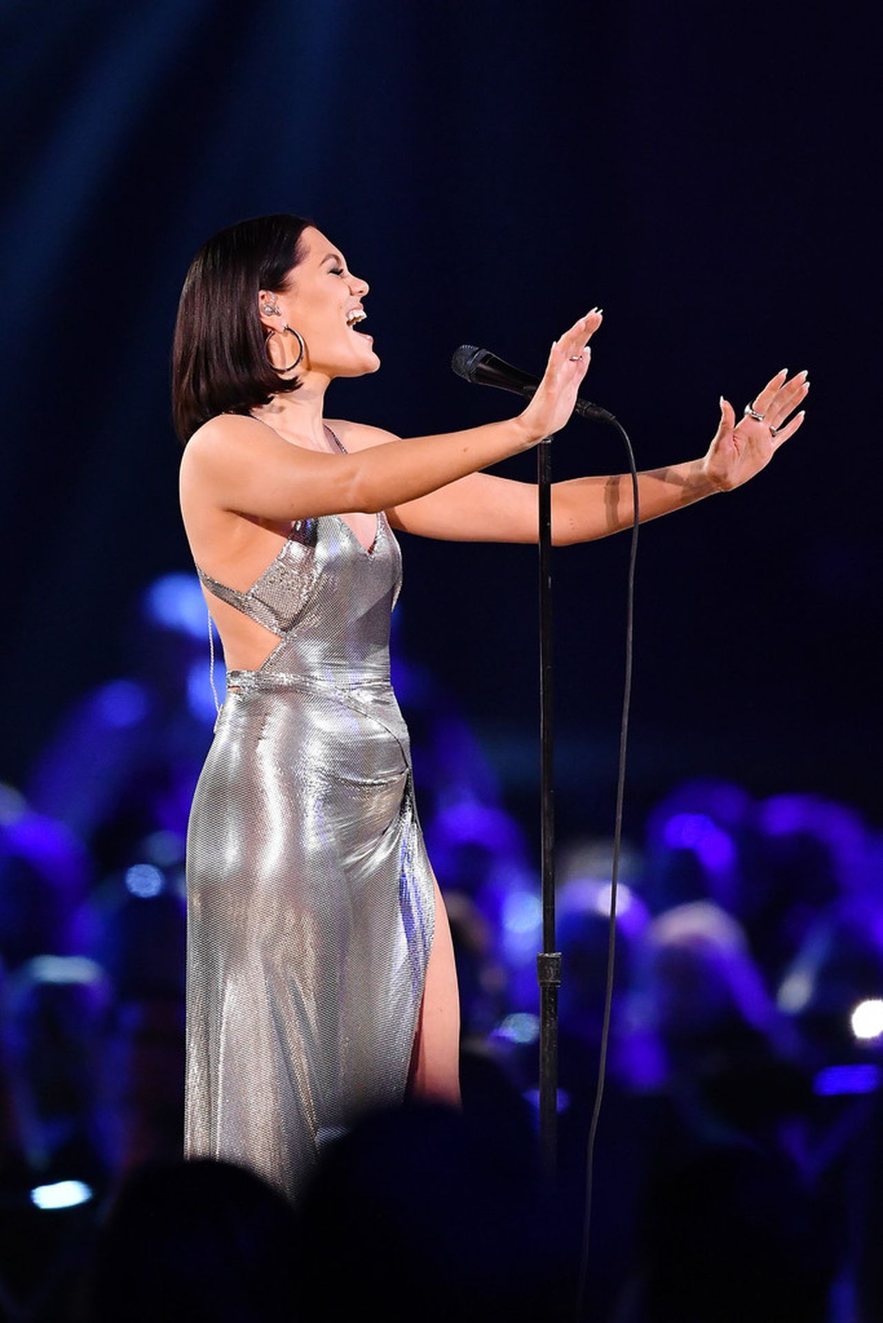 Jessie J Shows Off Her Sexy Legs At The Musicares Person Of The Year Gala 0008